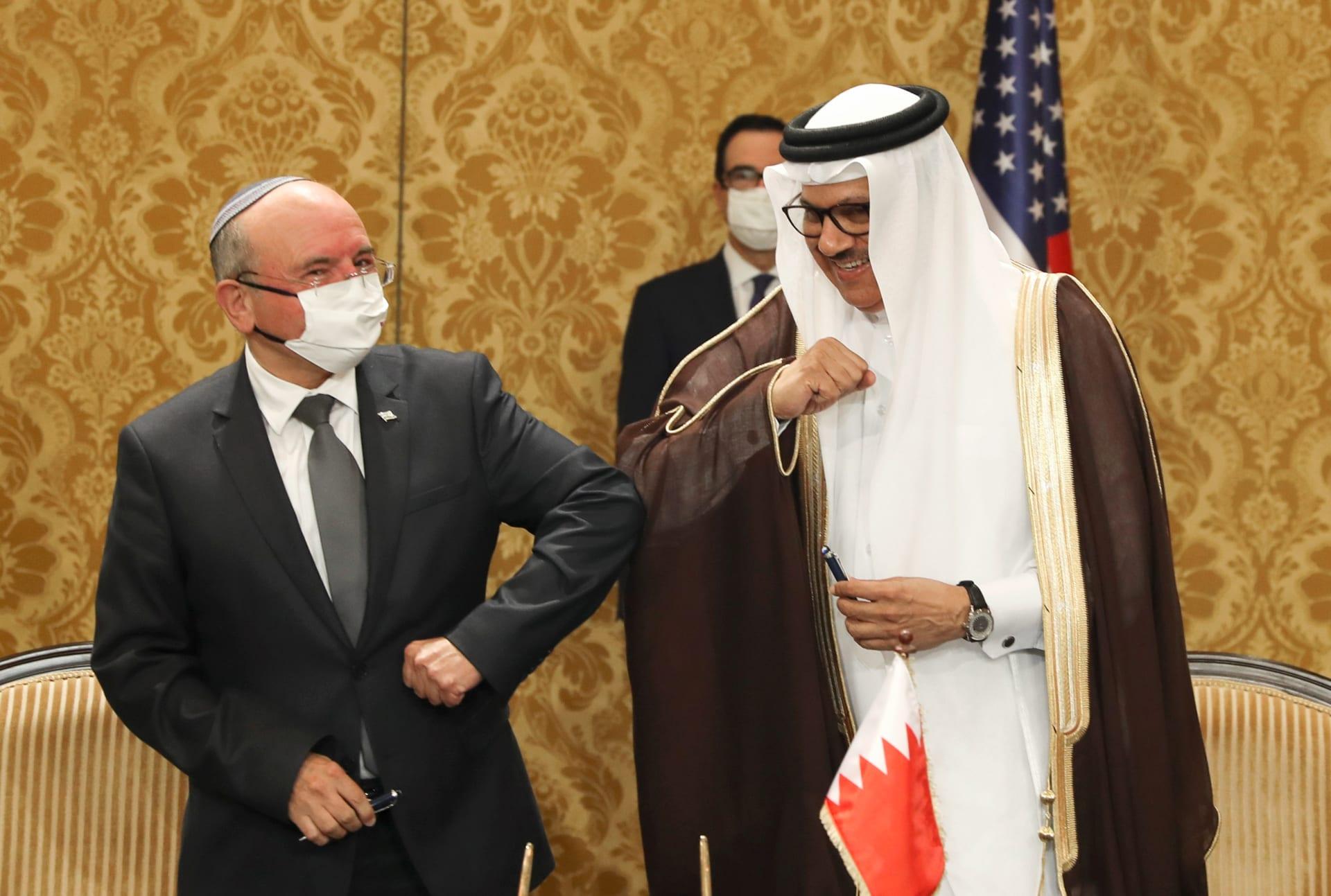 وزير خارجية البحرين عبداللطيف الزياني يحيي مائير بن شبات