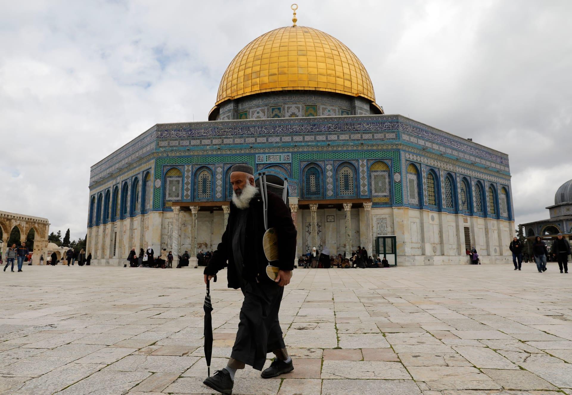 بعد تداول فيديو طرد زوار عرب للمسجد الأقصى.. رئيس الحكومة الفلسطيني: يُدخل من بوابة أصحابه