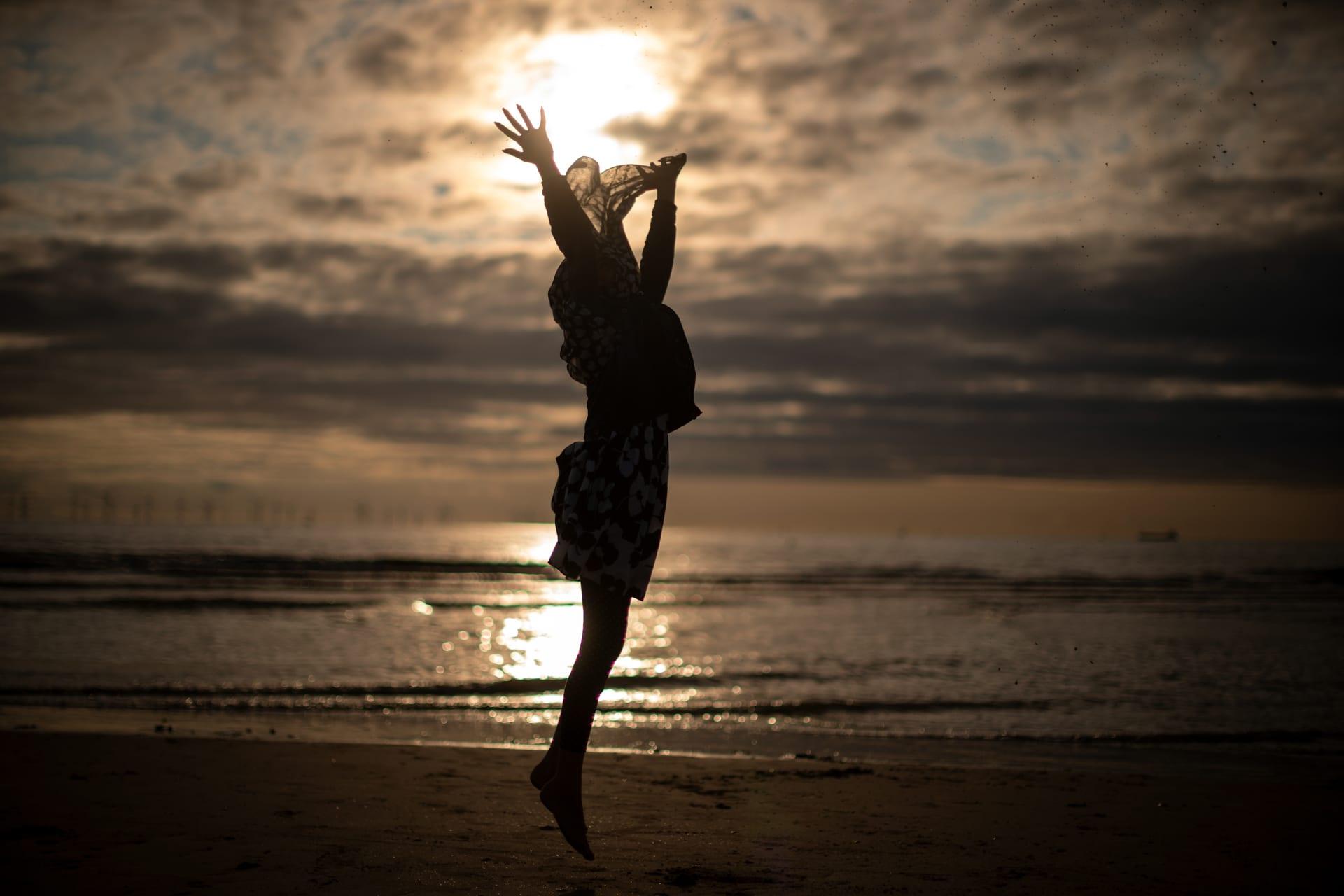 لماذا يمكن أن تؤدي النهايات السعيدة إلى قرارات سيئة؟ دراسة تُوضح