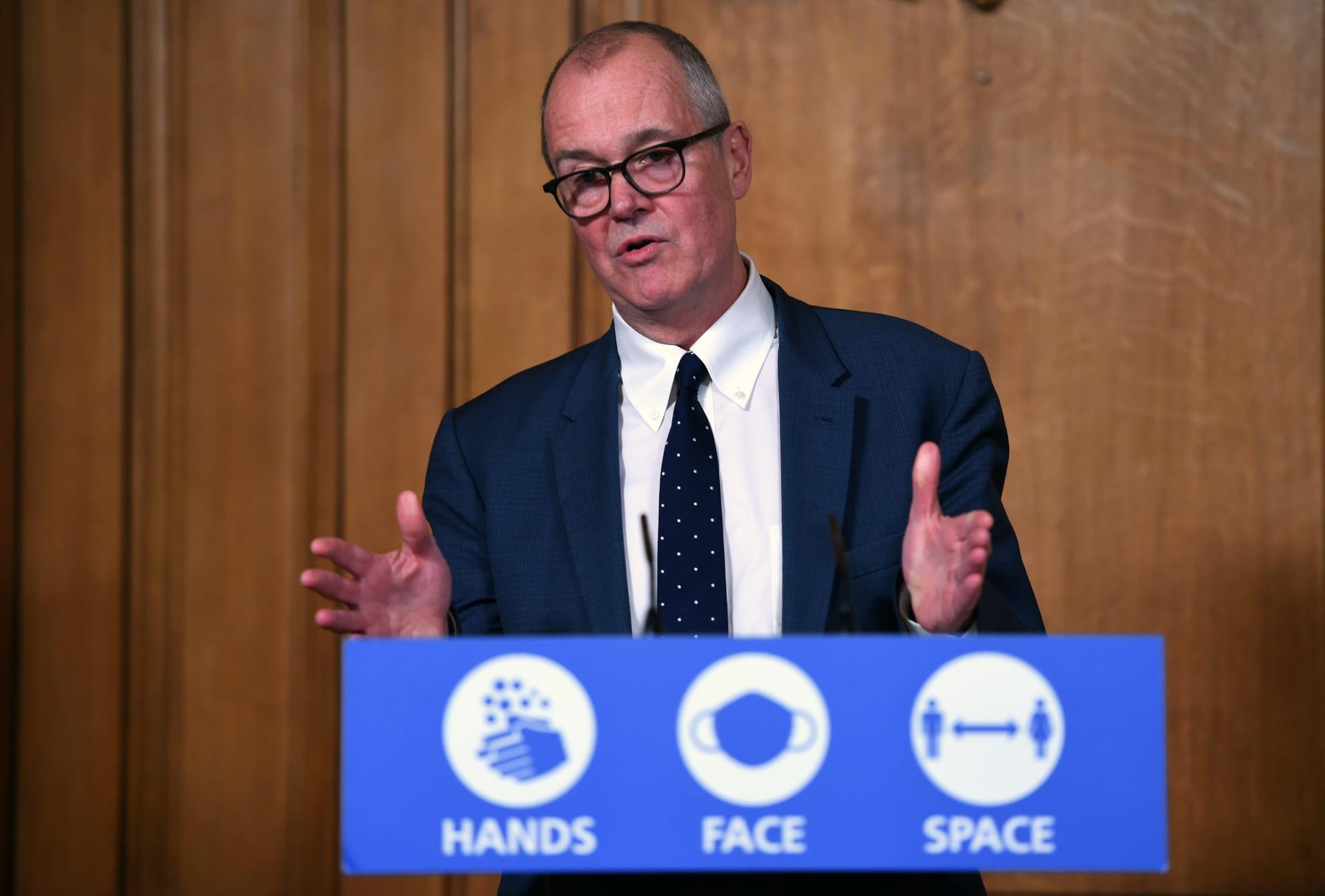كبير المستشارين العلميين في بريطانيا يكشف موعد طرح لقاح كورونا على نطاق واسع