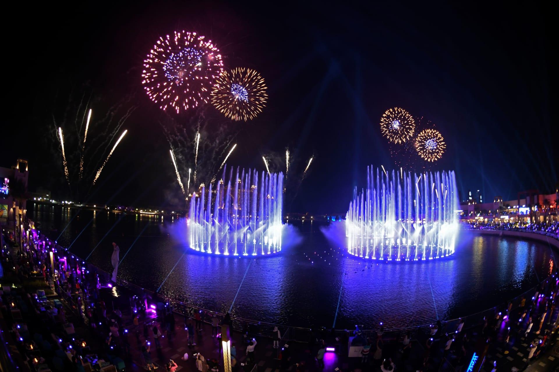 """""""نافورة النخلة"""" في دبي تحط الرقم القياسي لموسوعة غينيس كأكبر نافورة في العالم"""
