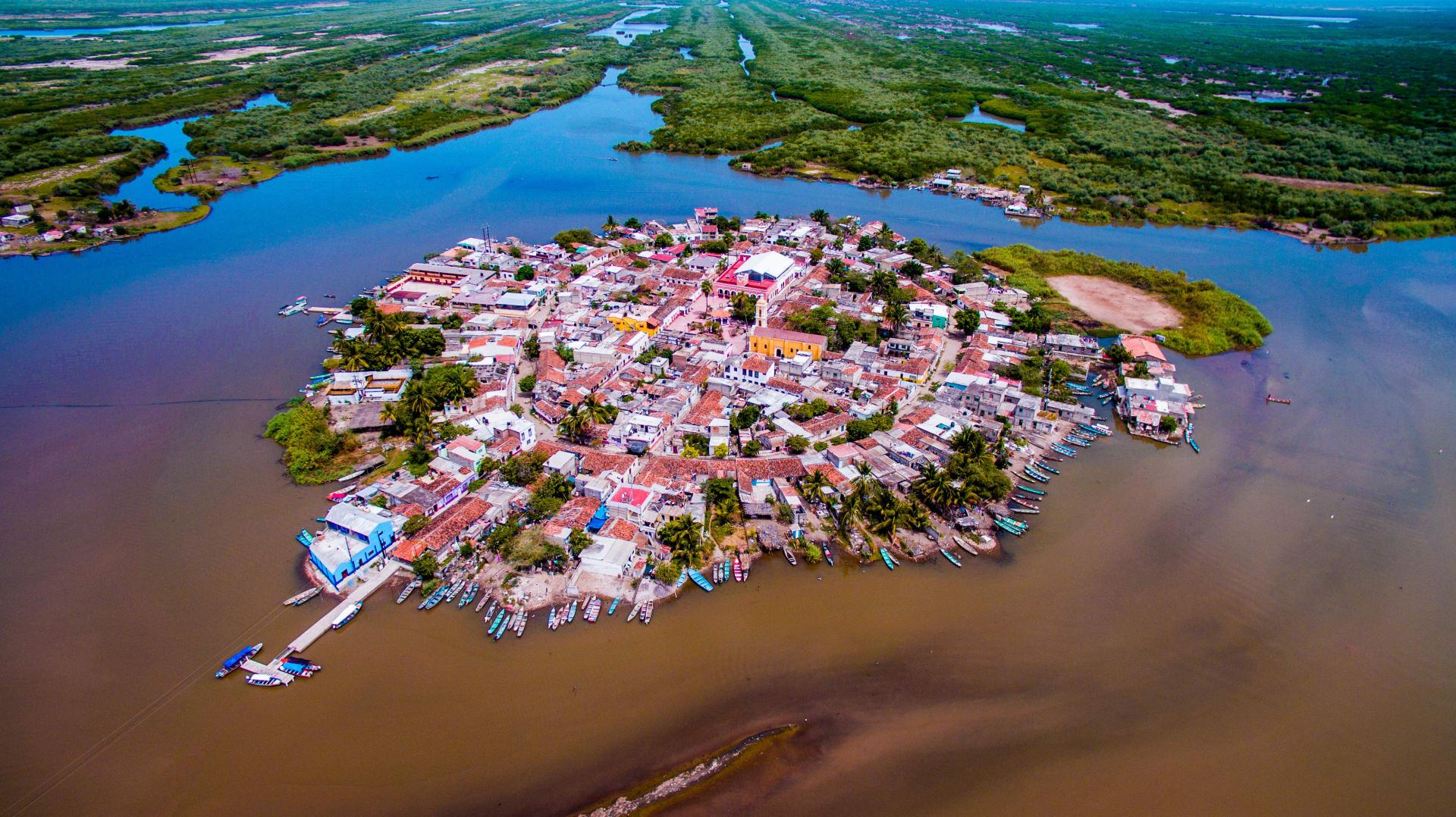 تلقب بالبندقية المكسيكية.. اكتشف كيف تسحر هذه الجزيرة الصغيرة زوارها