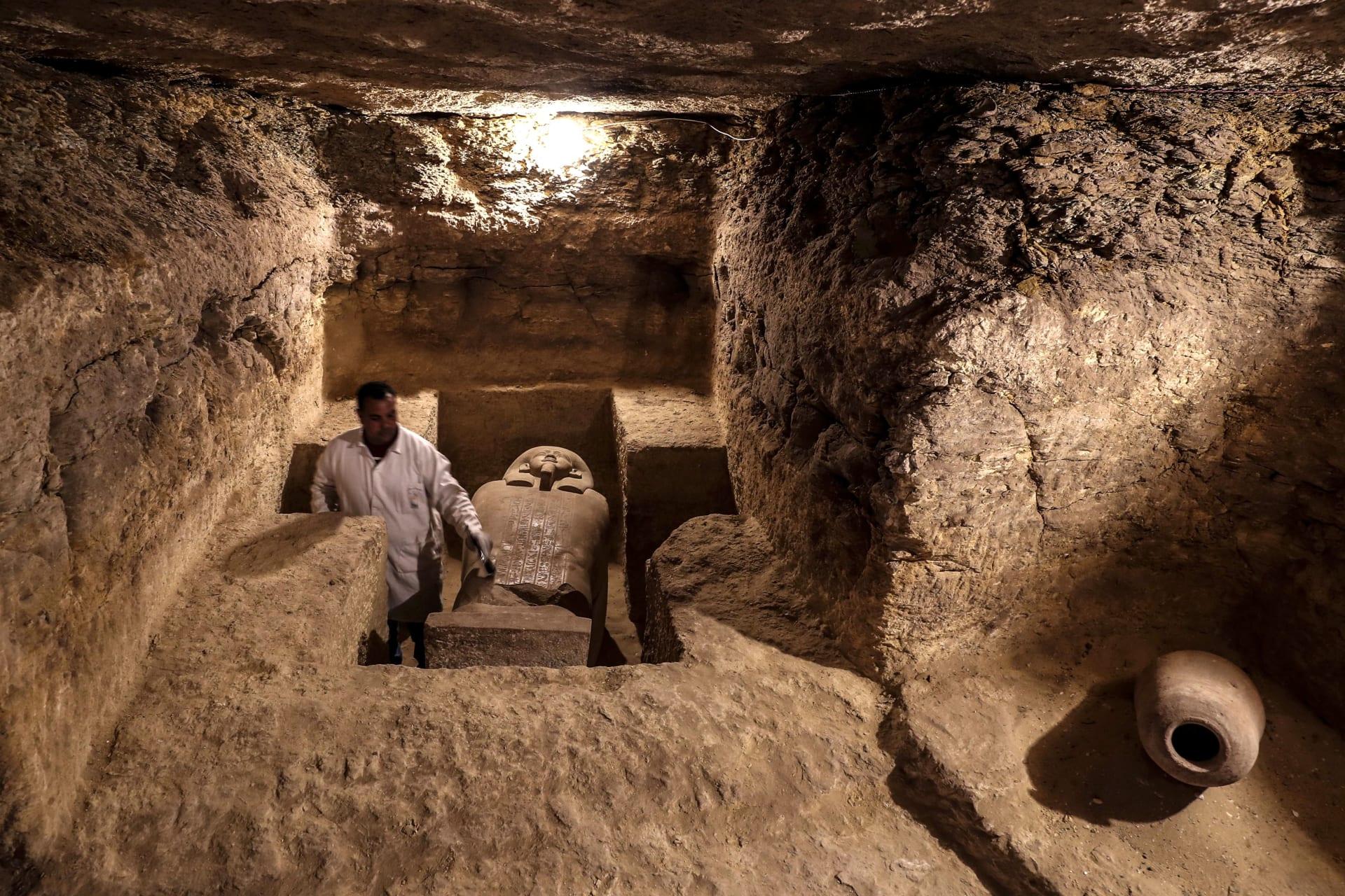 مصر.. كشف أثري جديد لمقبرة حارس الخزانة الملكية يتضمن مئات التماثيل الفرعونية
