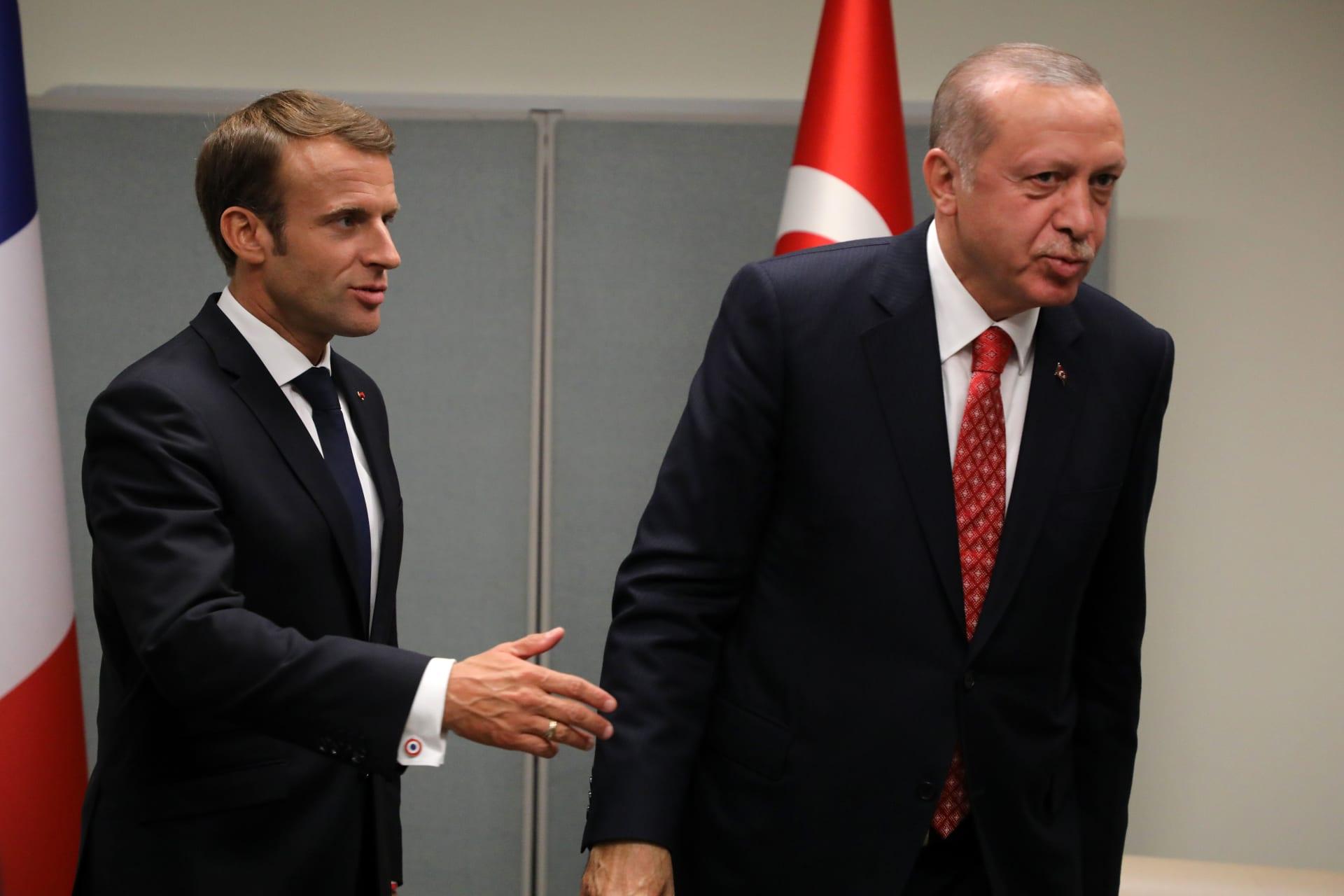 صورة أرشيفية لأردوغان وماكرون خلال لقاء بينهما في سبتمبر 2018