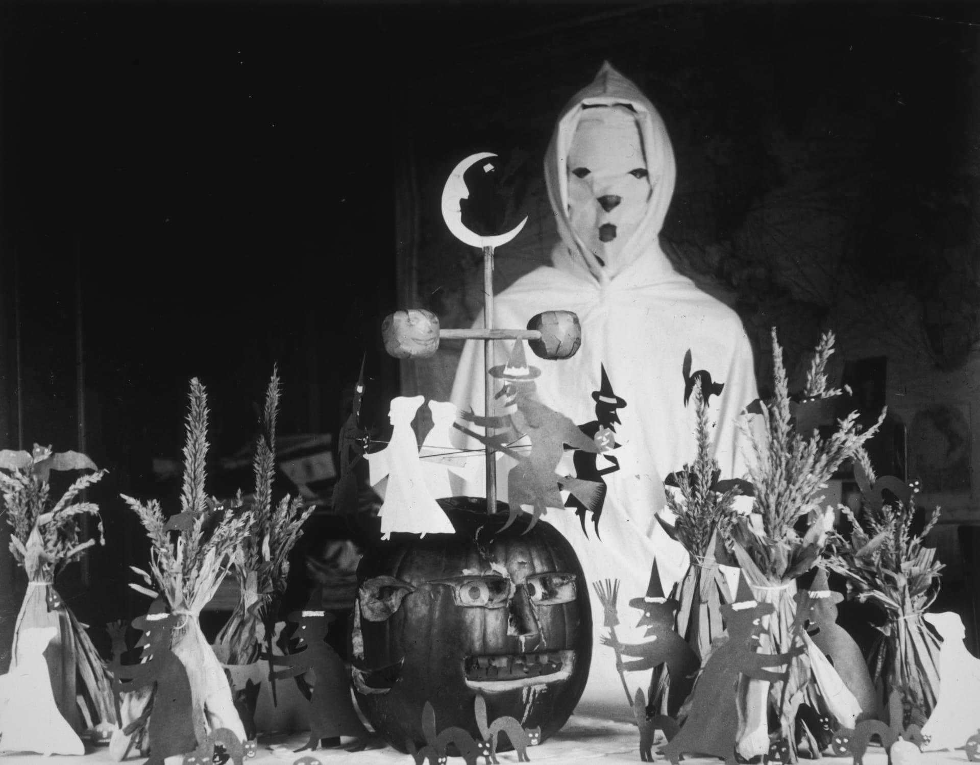 من الأرواح الوثنية إلى المرأة الأعجوبة.. هذا هو تاريخ أزياء الهالوين