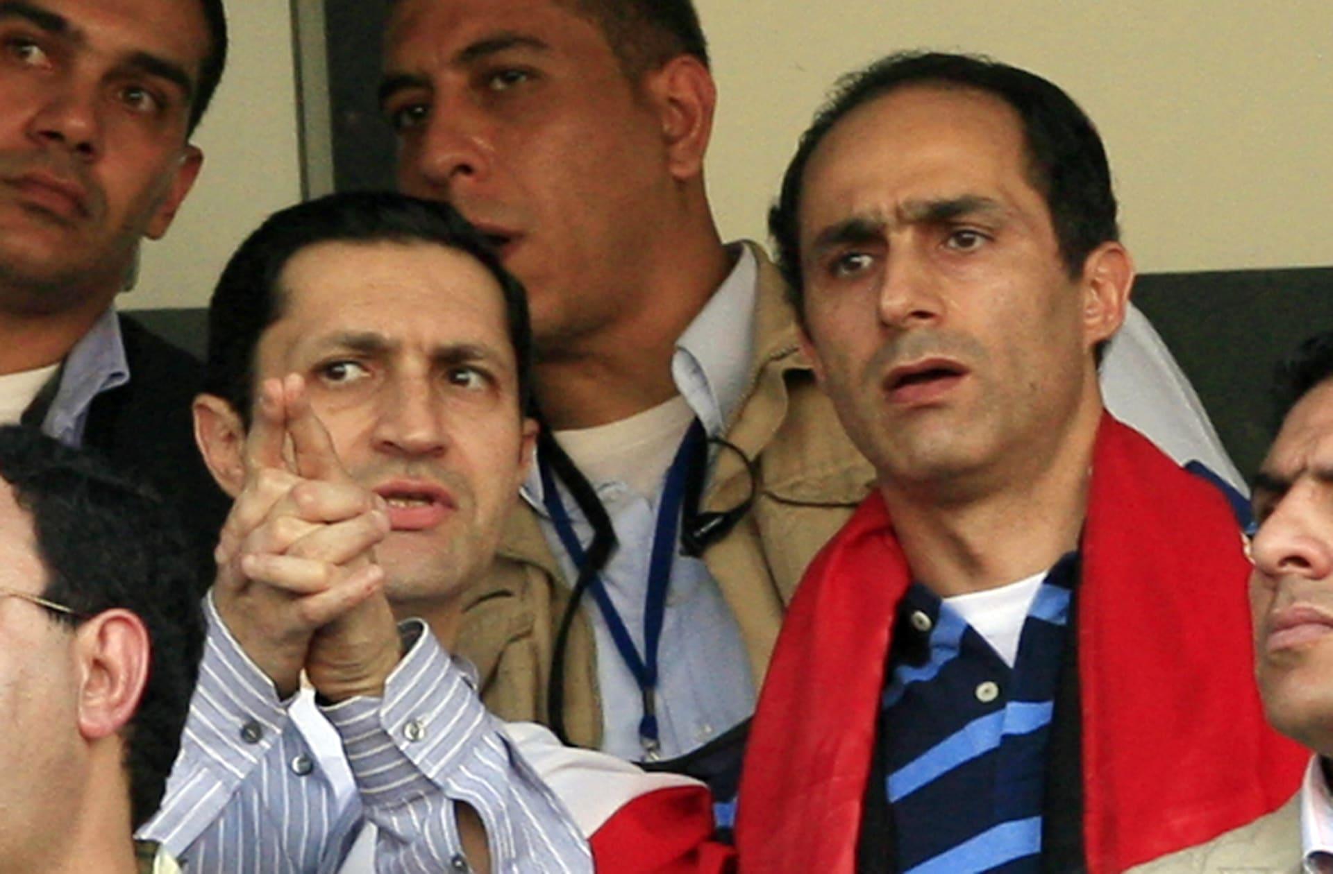 صورة أرشيفية لعلاء (يسار) وجمال مبارك العام 2010