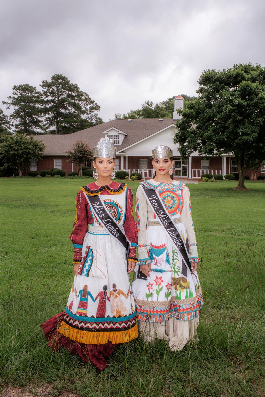 في بلدة ريفية.. هكذا تحتفل قبيلة أمريكية أصلية بمسابقة جمال خاصة بها