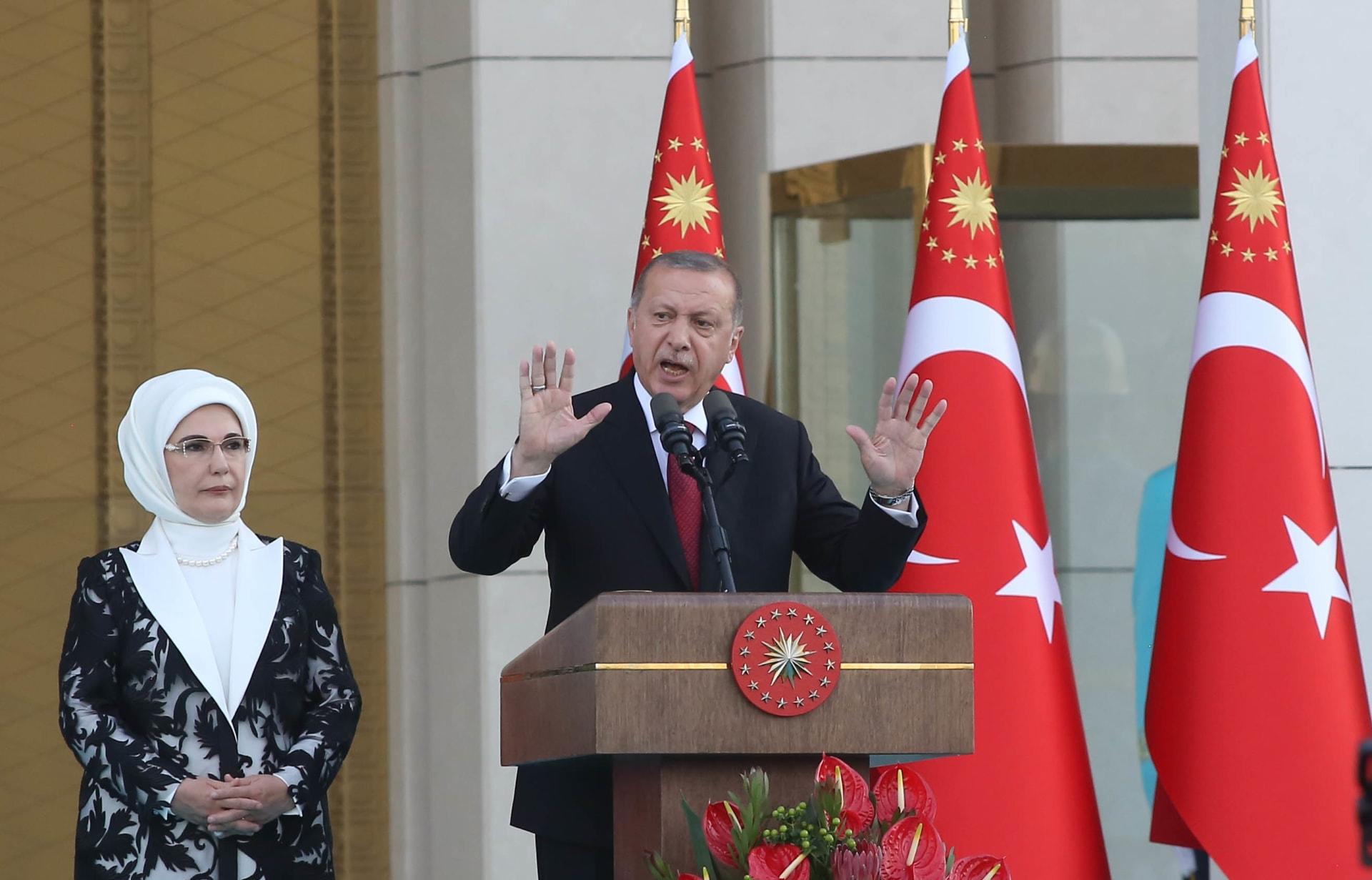 أردوغان يرد على زعيم المعارضة: أنت متخلف.. لو كنت سياسيا لما تحدثت عن زوجتي