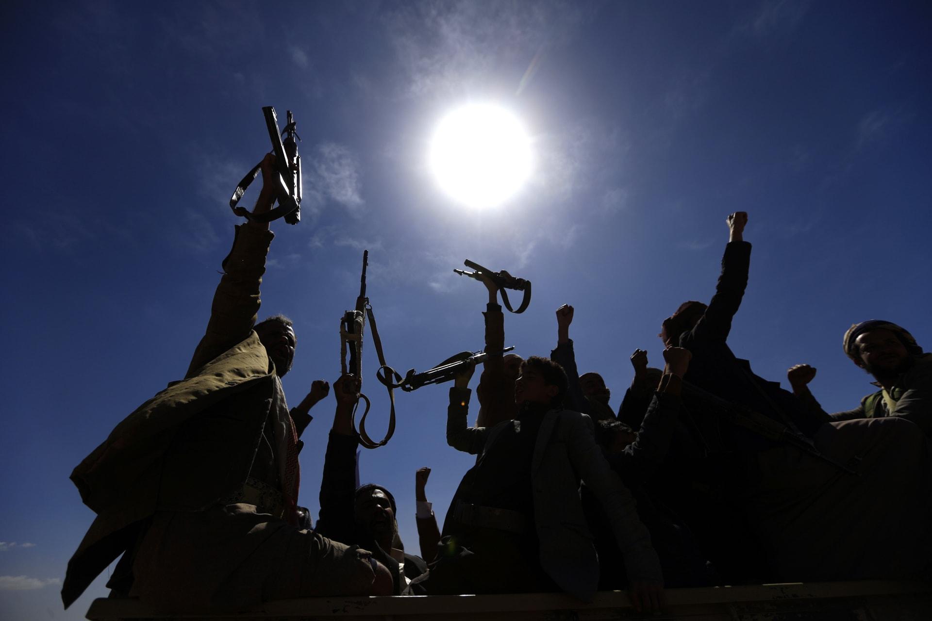 """بعد ساعات من التحذير الأمريكي.. التحالف يدمر 6 """"درونات"""" مفخخة أطلقها الحوثيون"""