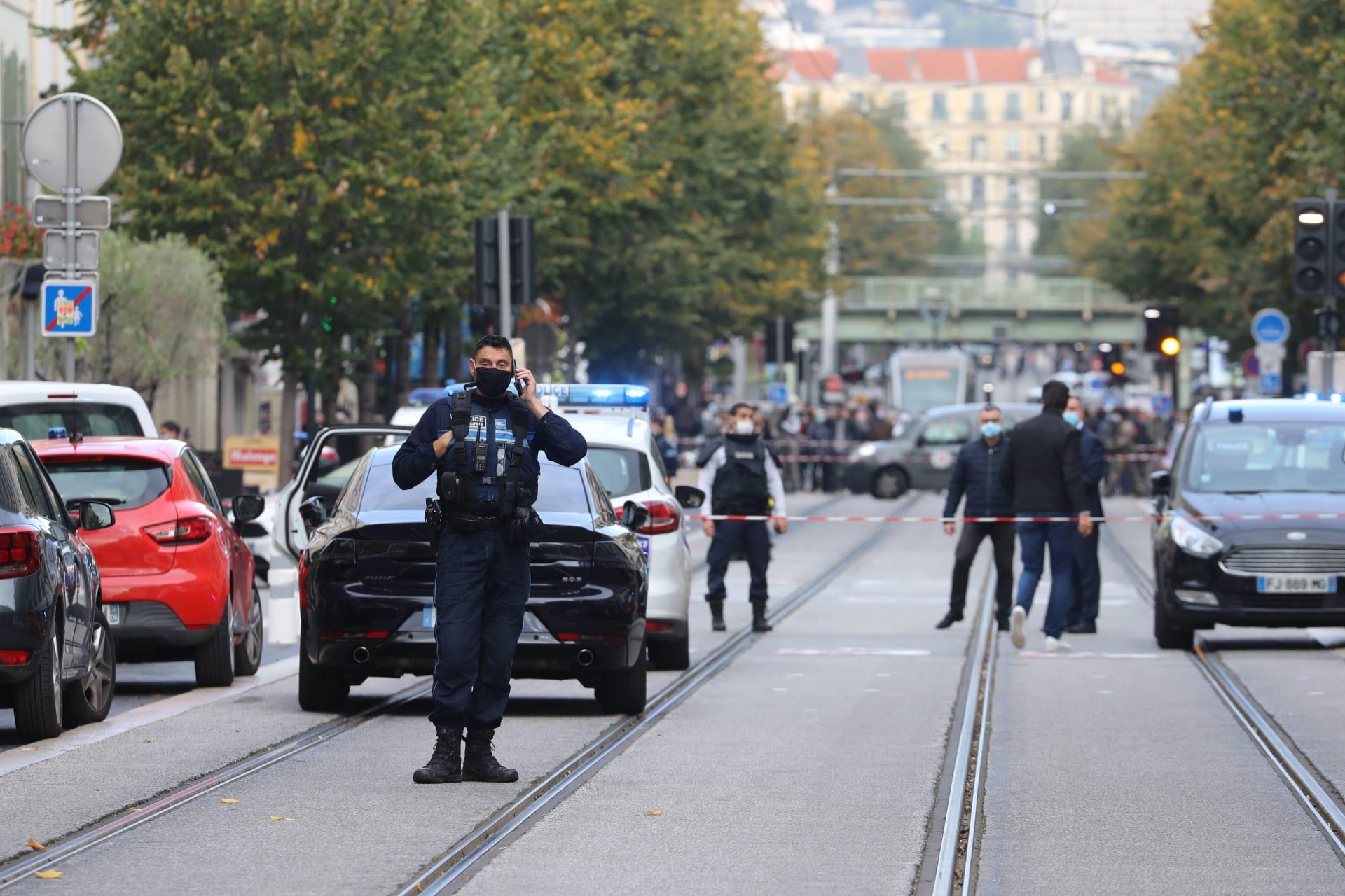 فرنسا هجوم إرهابي بسكين في كنيسة نوتردام بمدينة نيس