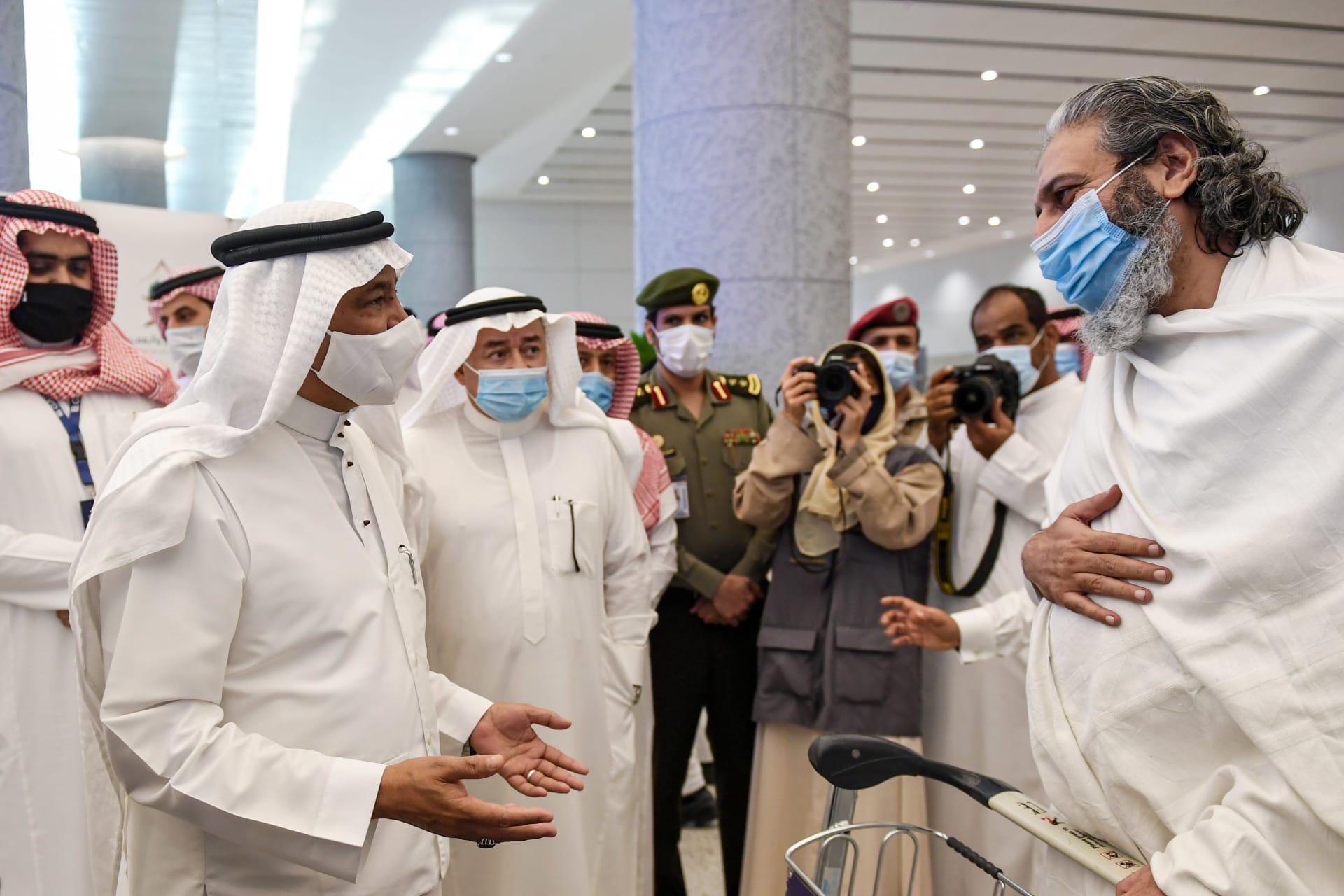 السعودية تستقبل أول فوج من معتمري الخارج مع بدء المرحلة الثالثة لاستئناف العمرة