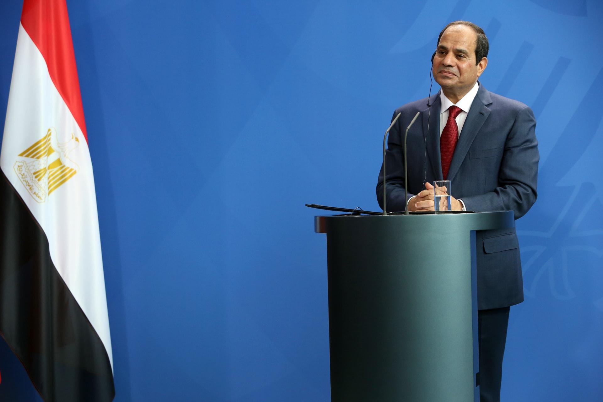 """ماكرون يتصل بالسيسي.. والرئيس المصري يتحدث عن الدول """"المتاجرة"""" بالإسلام لتأجيج المشاعر"""