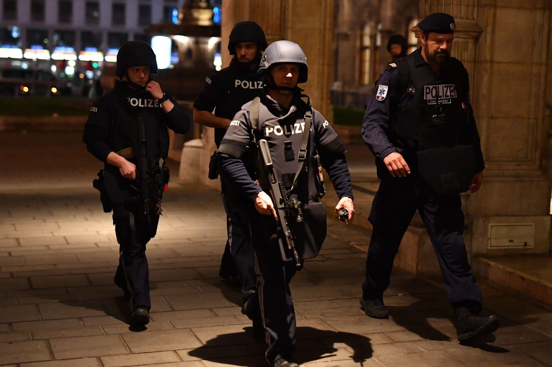 """ضحايا بهجوم """"إرهابي"""" في العاصمة النمساوية.. وماكرون يُعلق"""