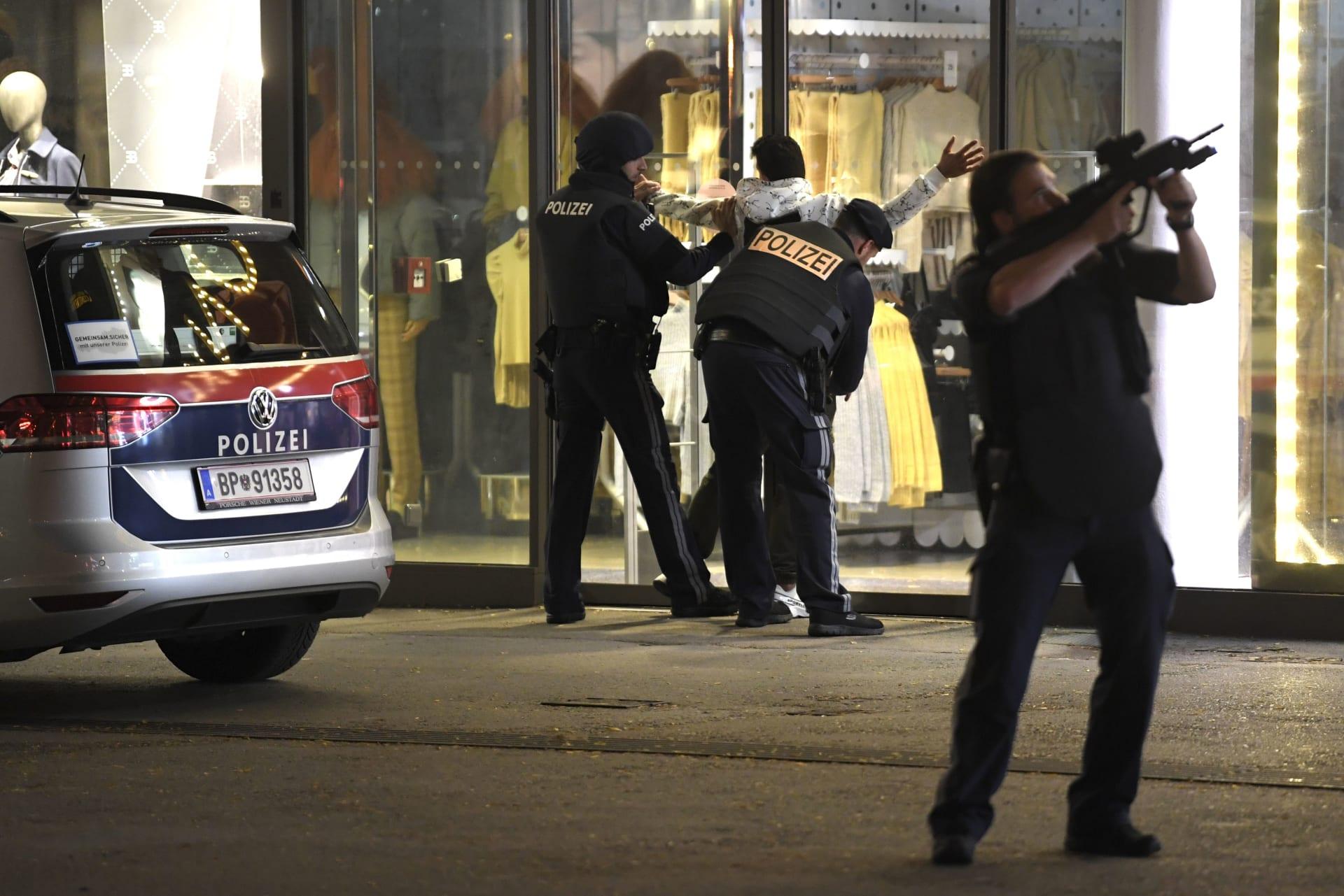 """داعش يُعلن مسؤوليته عن """"هجوم فيينا"""".. ويكشف اسم المنفذ وأسلحته"""