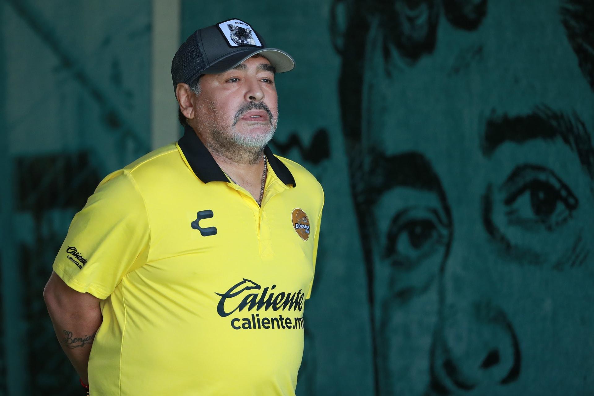 نجم الكرة الأرجنتينية السابق دييغو مارداونا يخضع لعملية في الدماغ