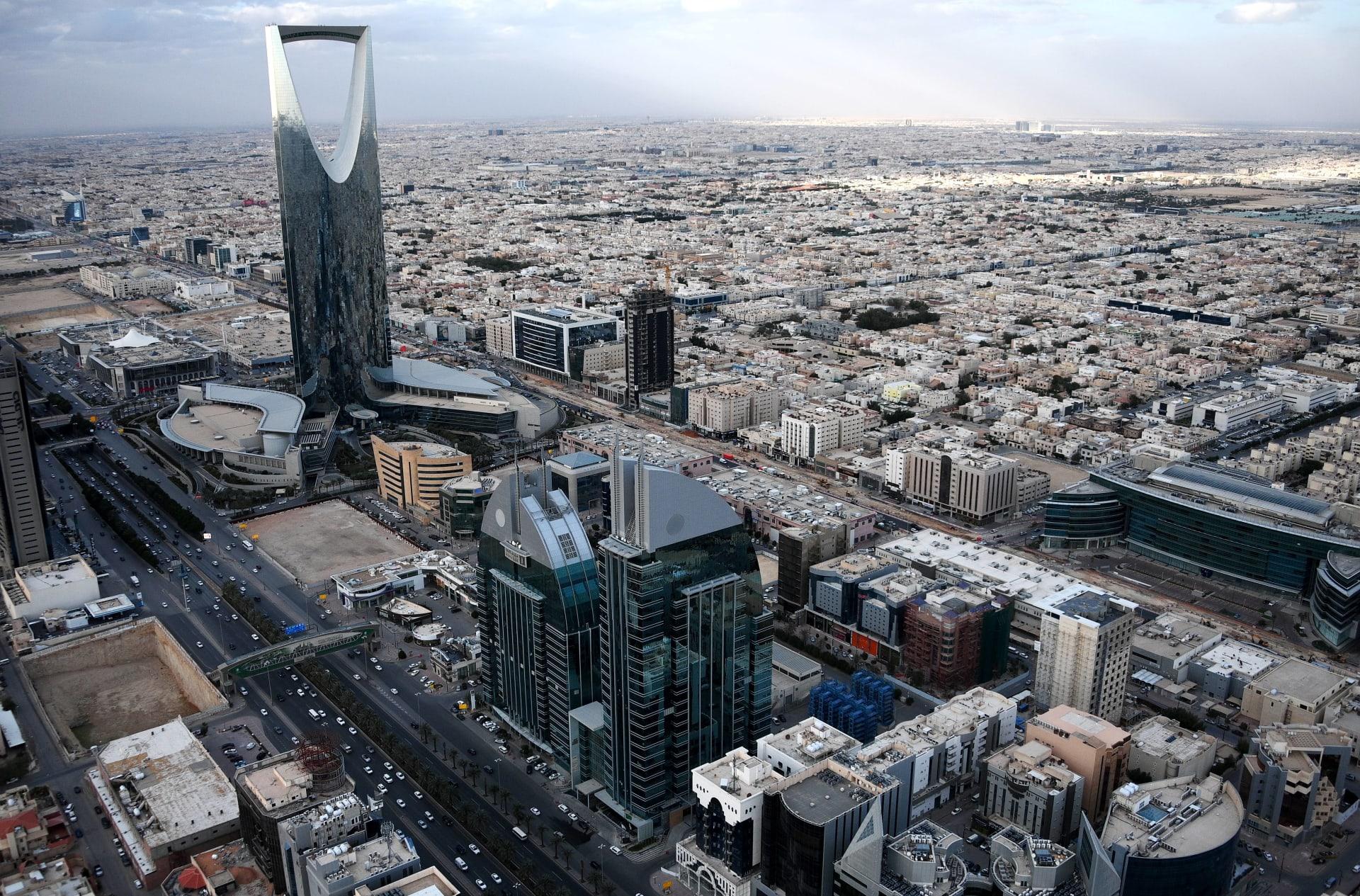"""بعد أنباء إلغاء نظام الكفالة.. السعودية تطلق مبادرة """"تحسين العلاقة التعاقدية"""" للعمالة الوافدة"""