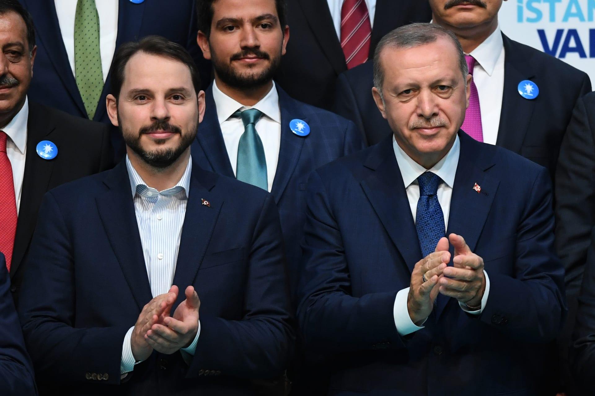"""بعد يوم من إقالة رئيس البنك المركزي.. وزير مالية تركيا صهر أردوغان يستقيل لـ""""أسباب صحية"""""""