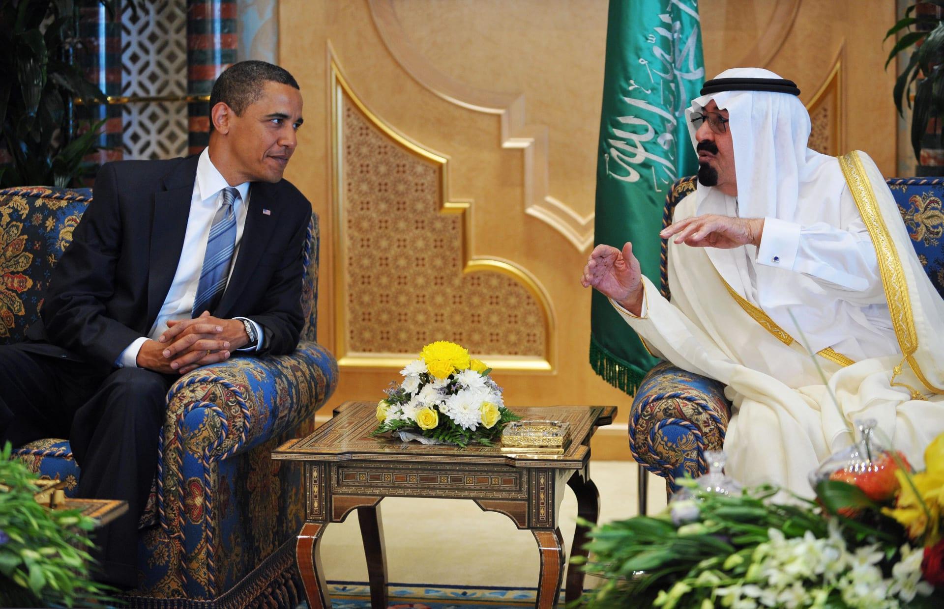 صورة أرشيفية للملك عبدالله يتحدث مع أوباما خلال زيارته للسعودية في يونيو 2009