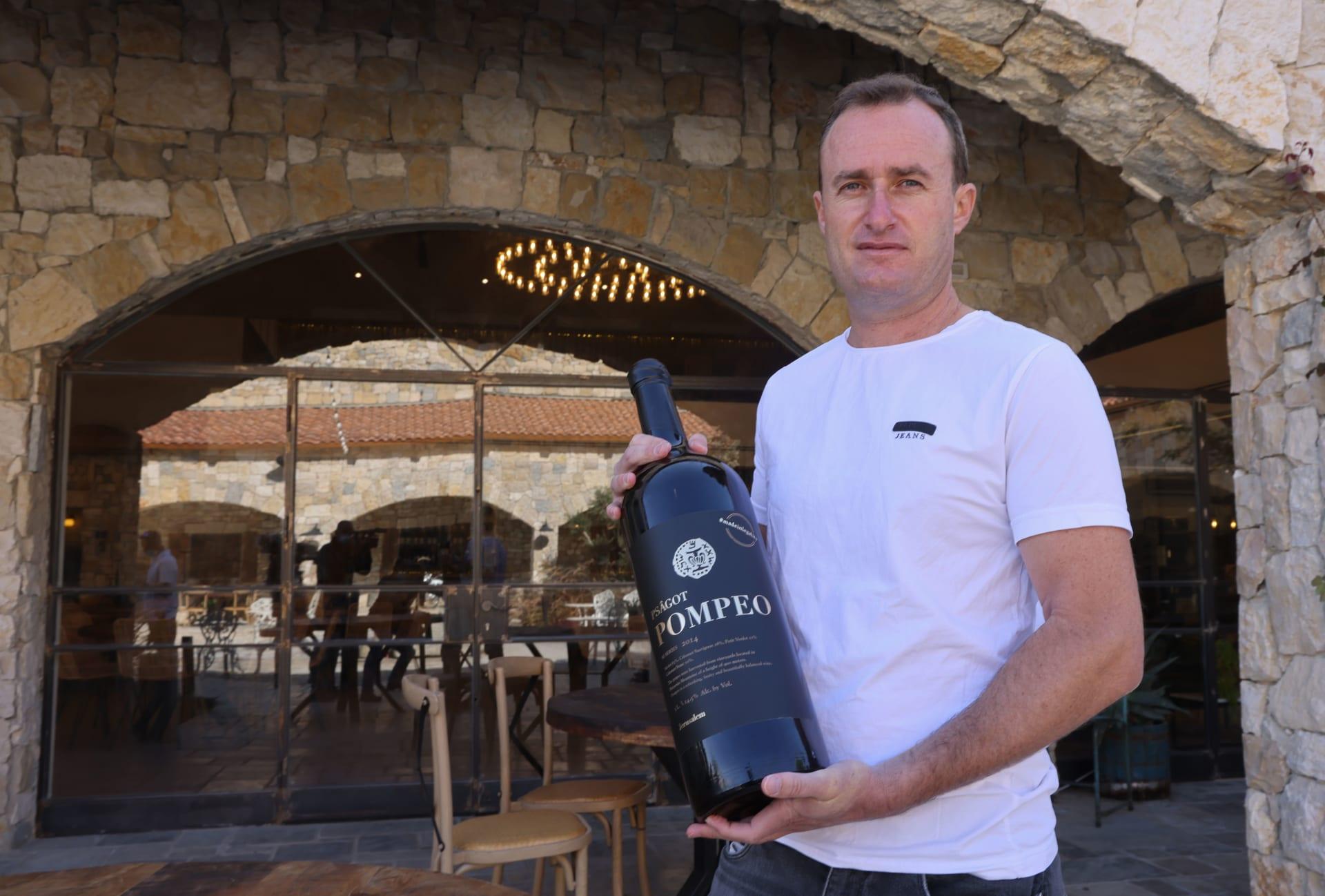 """""""نبيذ بومبيو"""".. إنتاج مستوطنة بالضفة الغربية يظهر خلال زيارة وزير خارجية أمريكا"""