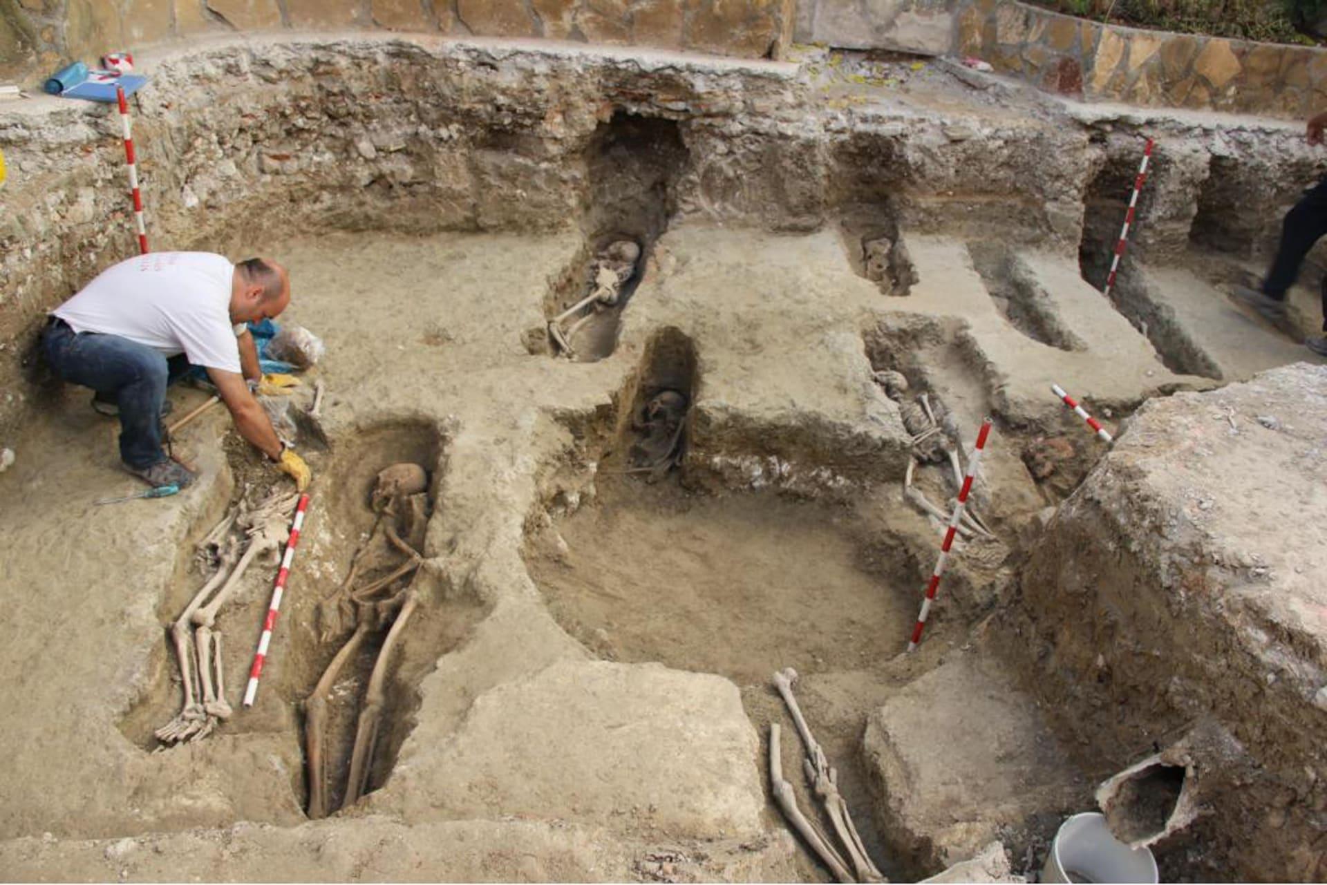 في إسبانيا.. علماء آثار يكتشفون 400 قبر في مقبرة إسلامية قديمة