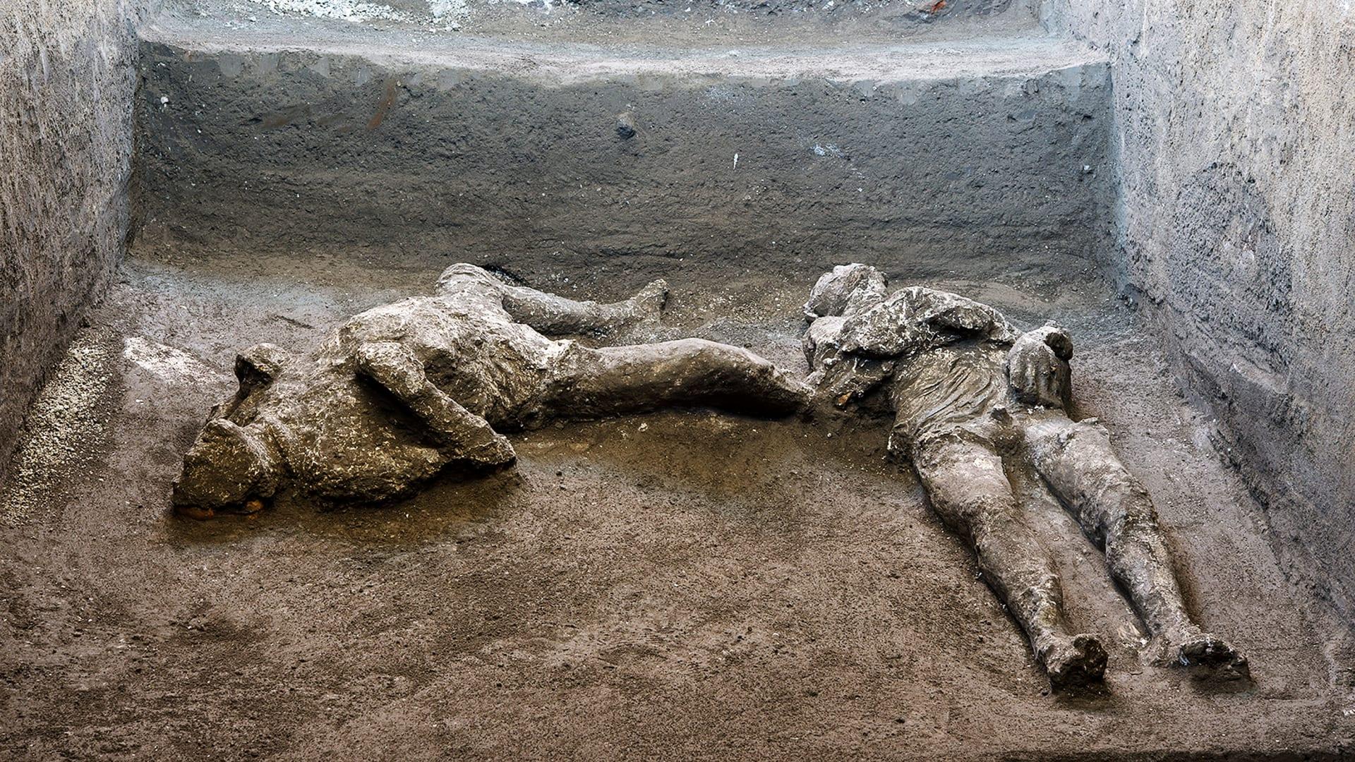 في أنقاض بومبي التاريخية.. اكتشاف جثث متحجرة لرجل غني وعبد