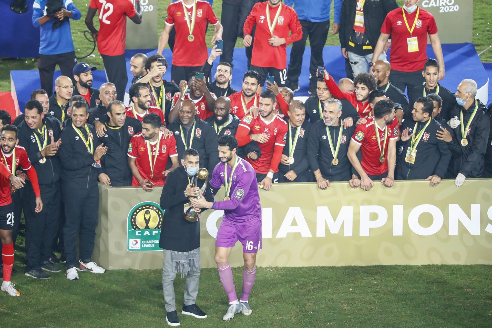"""""""جبر الخواطر"""".. خطوة إنسانية من لاعبي الأهلي بعد التتويج بلقب دوري أبطال أفريقيا"""