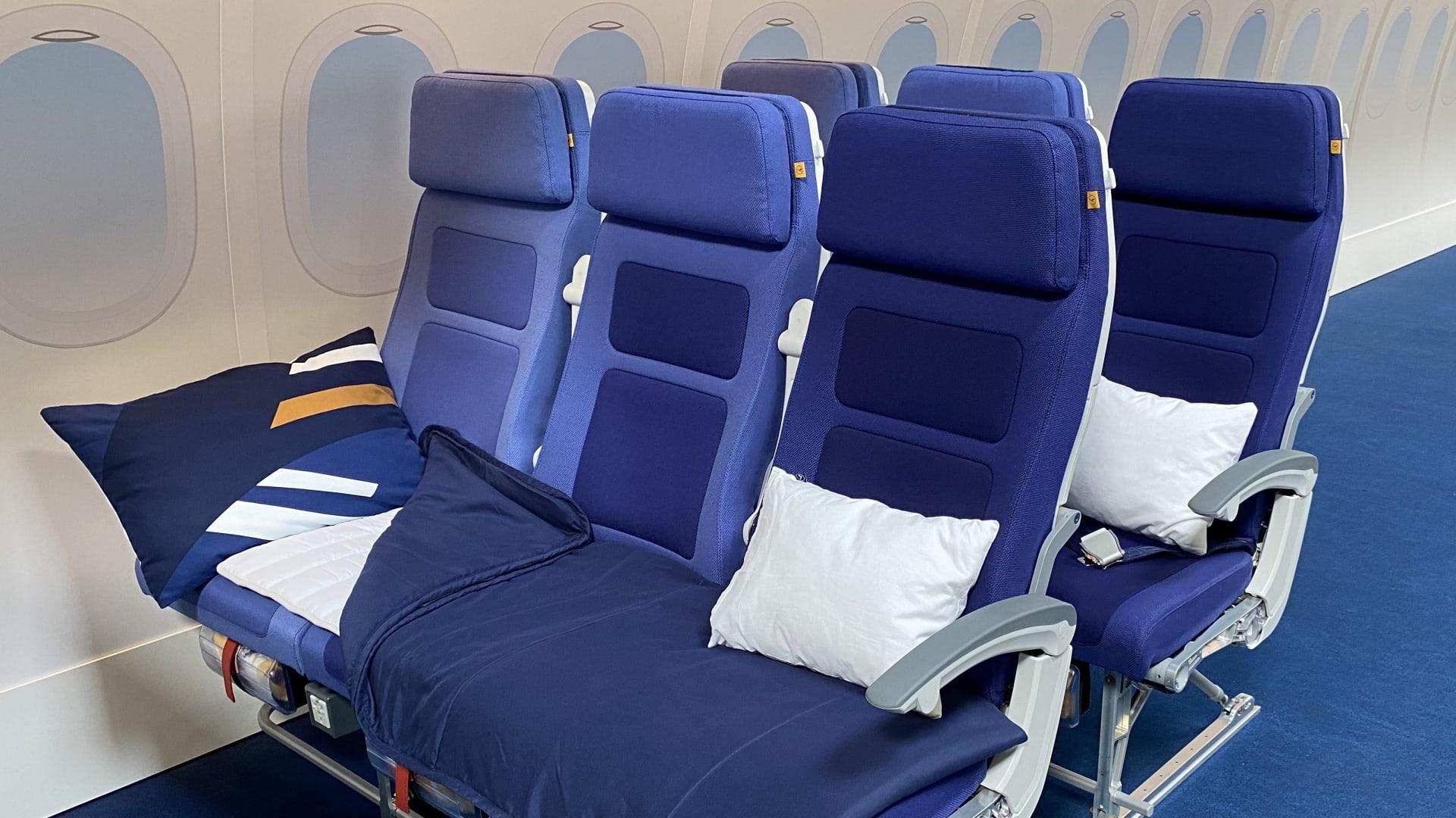 """شركة طيران """"لوفتهانزا"""" تجرب مفهوم جديد يسمح لك بالاستلقاء بدرجة السياحة"""