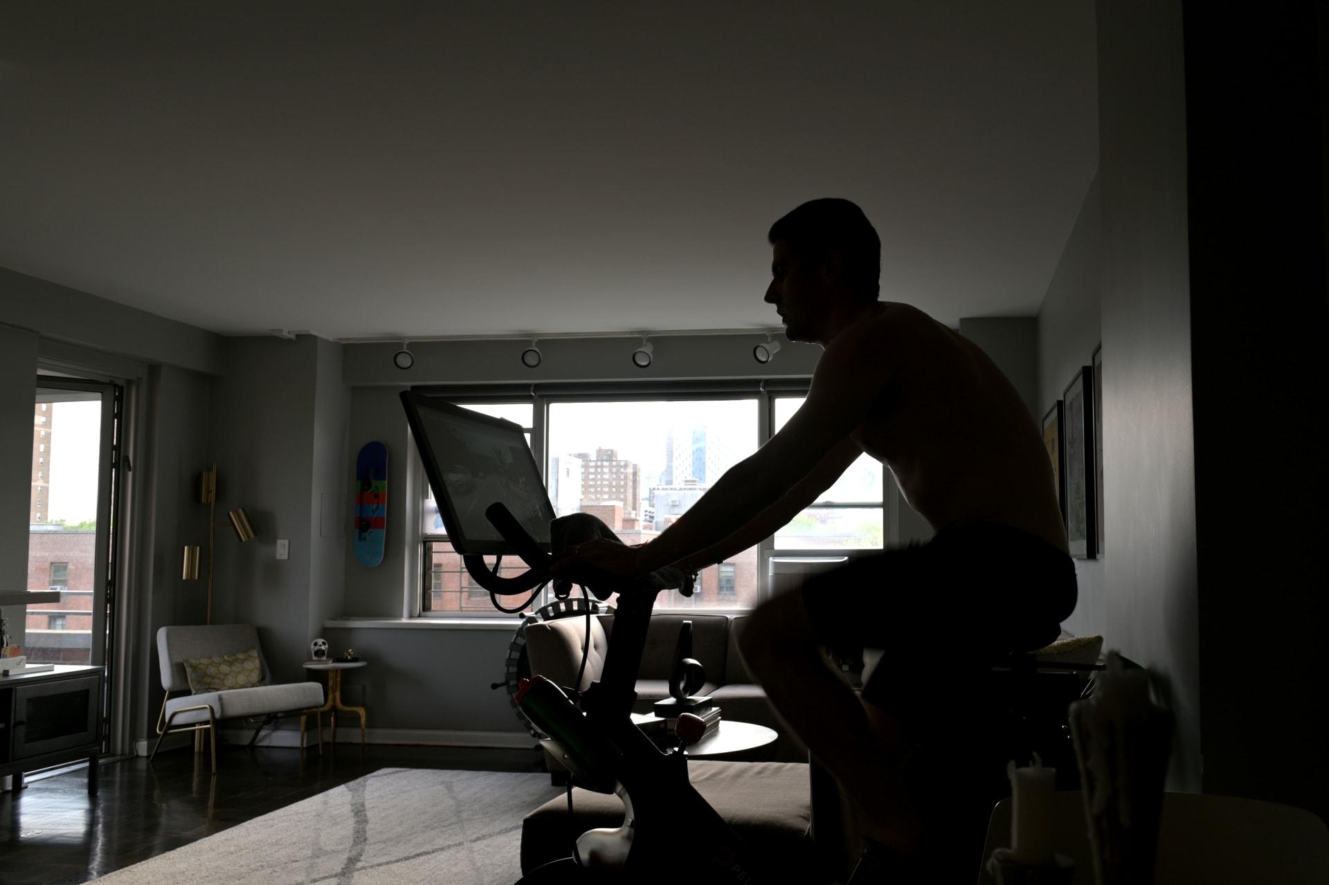 كيف تحول مساحة في منزلك إلى صالة رياضية في ظل جائجة كورونا؟