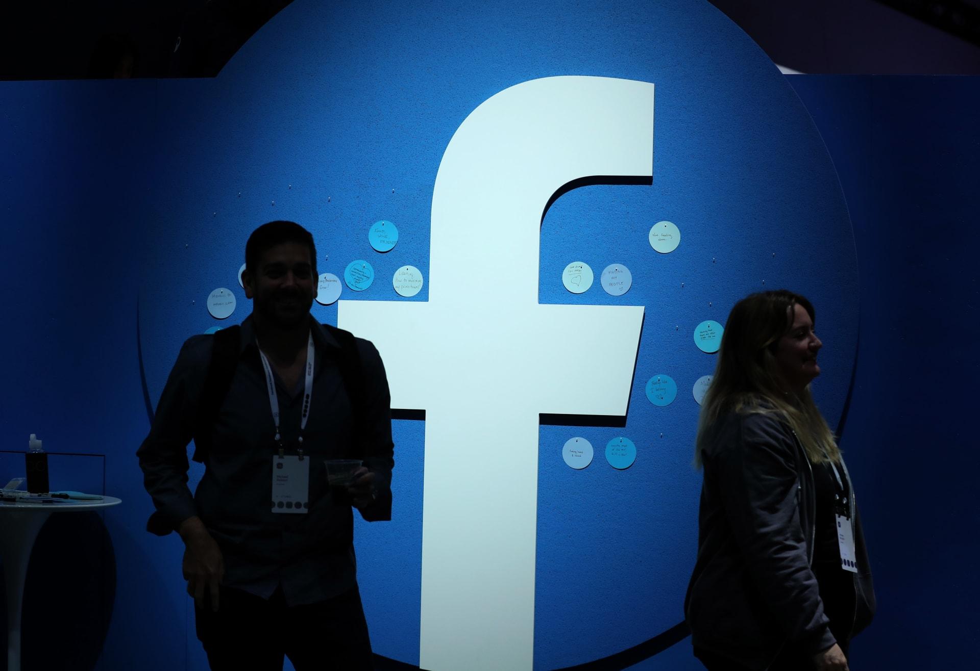إدارة ترامب تقاضي فيسبوك بسبب مزاعم تفضيلها العمال الأجانب عن الأمريكيين
