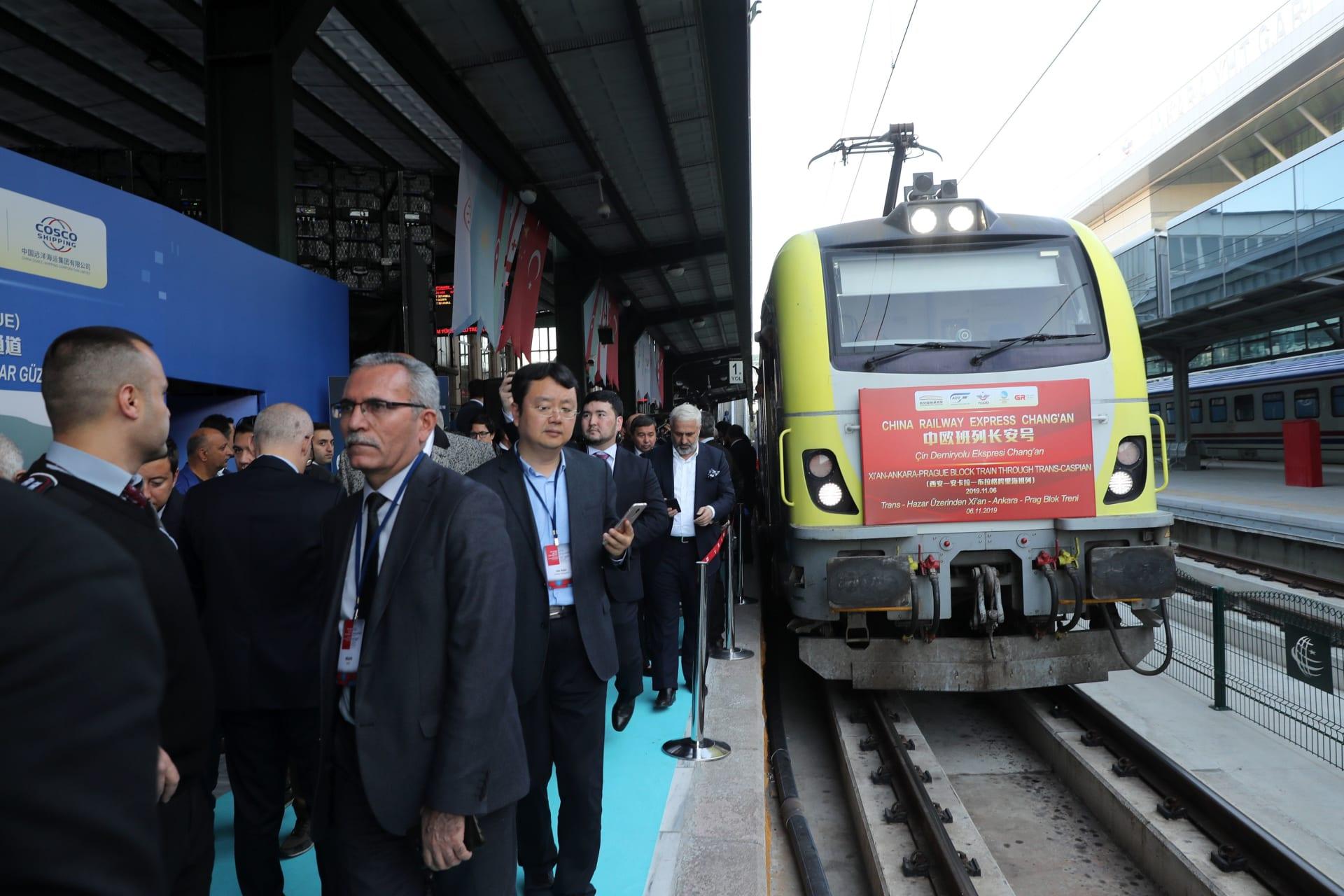 يعبر قارتان وبحران و5 دول.. انطلاق أول قطار شحن بضائع من تركيا إلى الصين