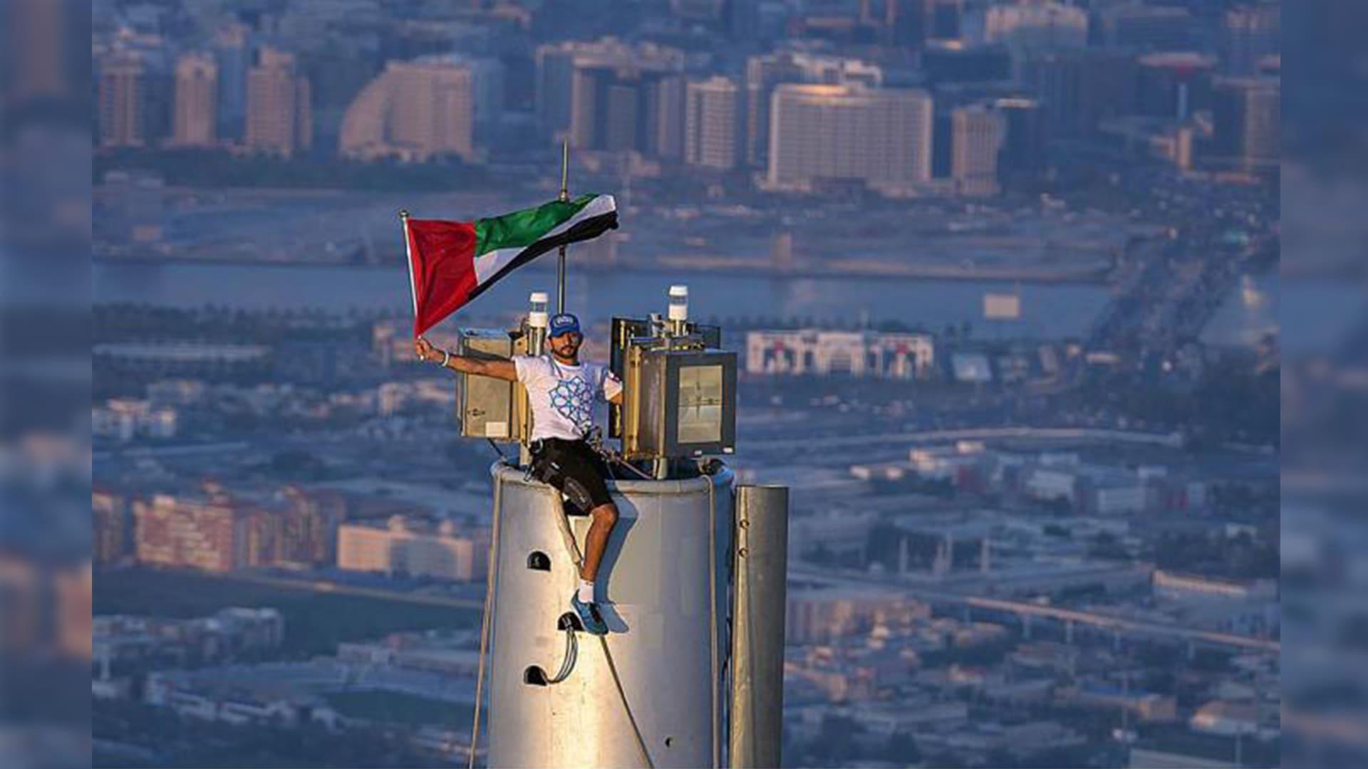 """""""828 متر من الإثارة"""".. ولي عهد دبي على قمة برج خليفة مجدداً"""