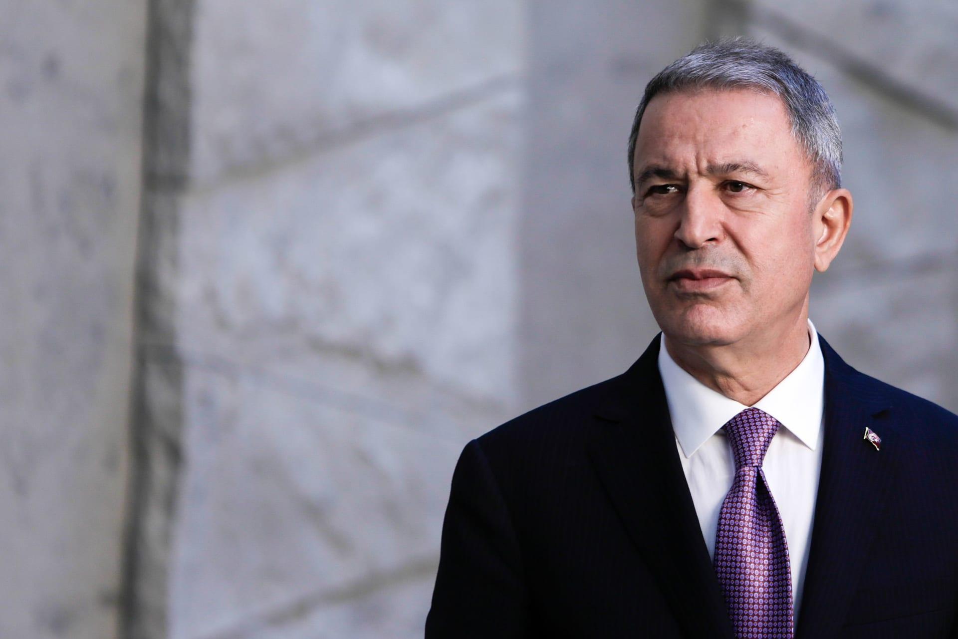 وزير الدفاع التركي يبرز خطورة العقوبات الأمريكية على التحالف بين البلدين
