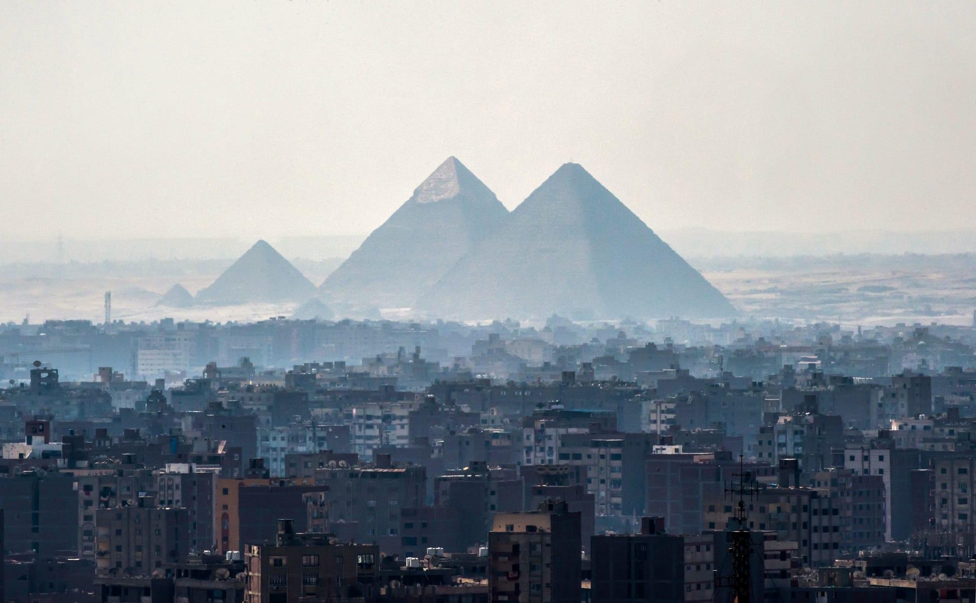 صورة ارشيفية عامة للأهرامات في مصر