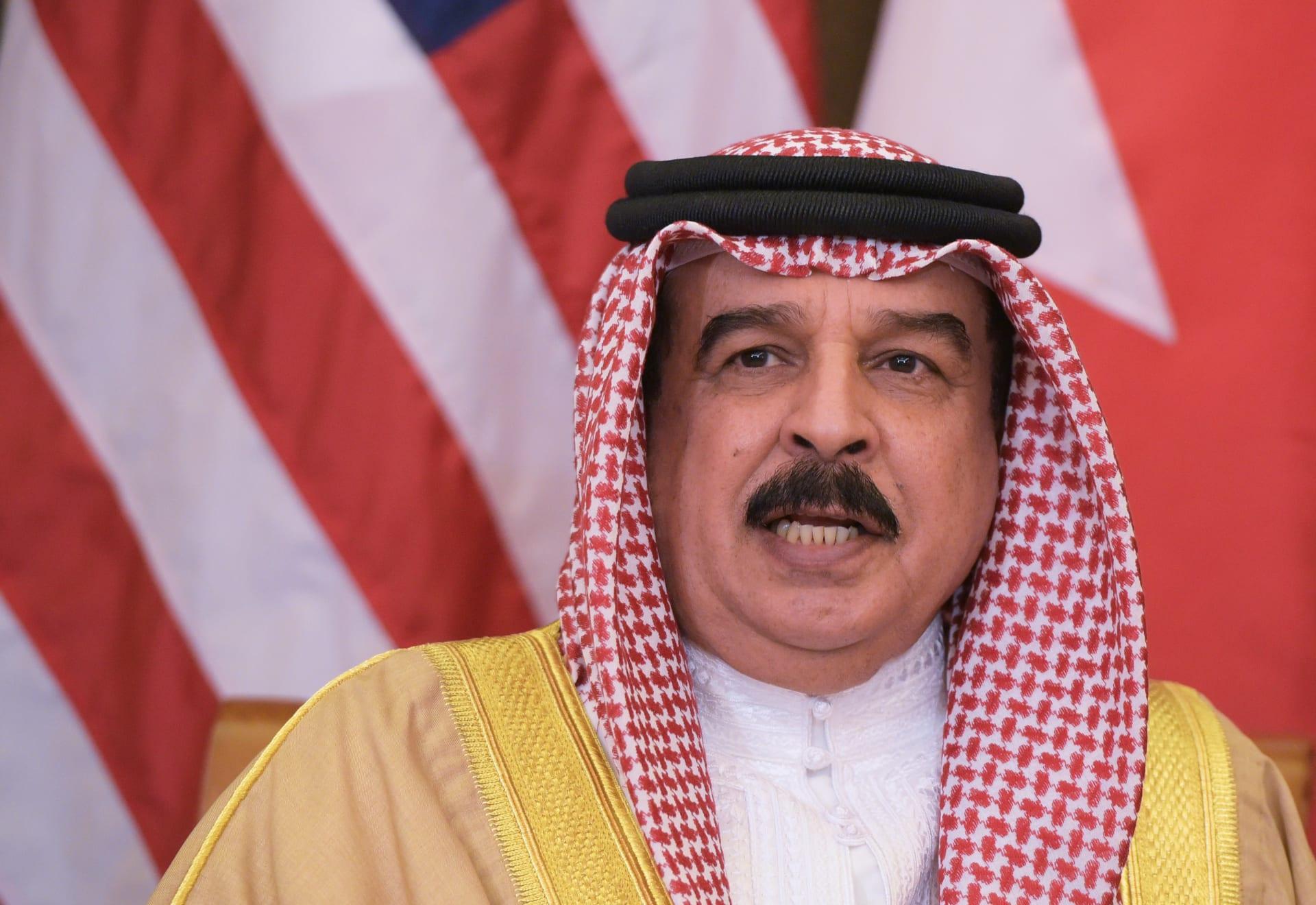 ملك البحرين يأخذ لقاحاً مُضاداً لفيروس كورونا