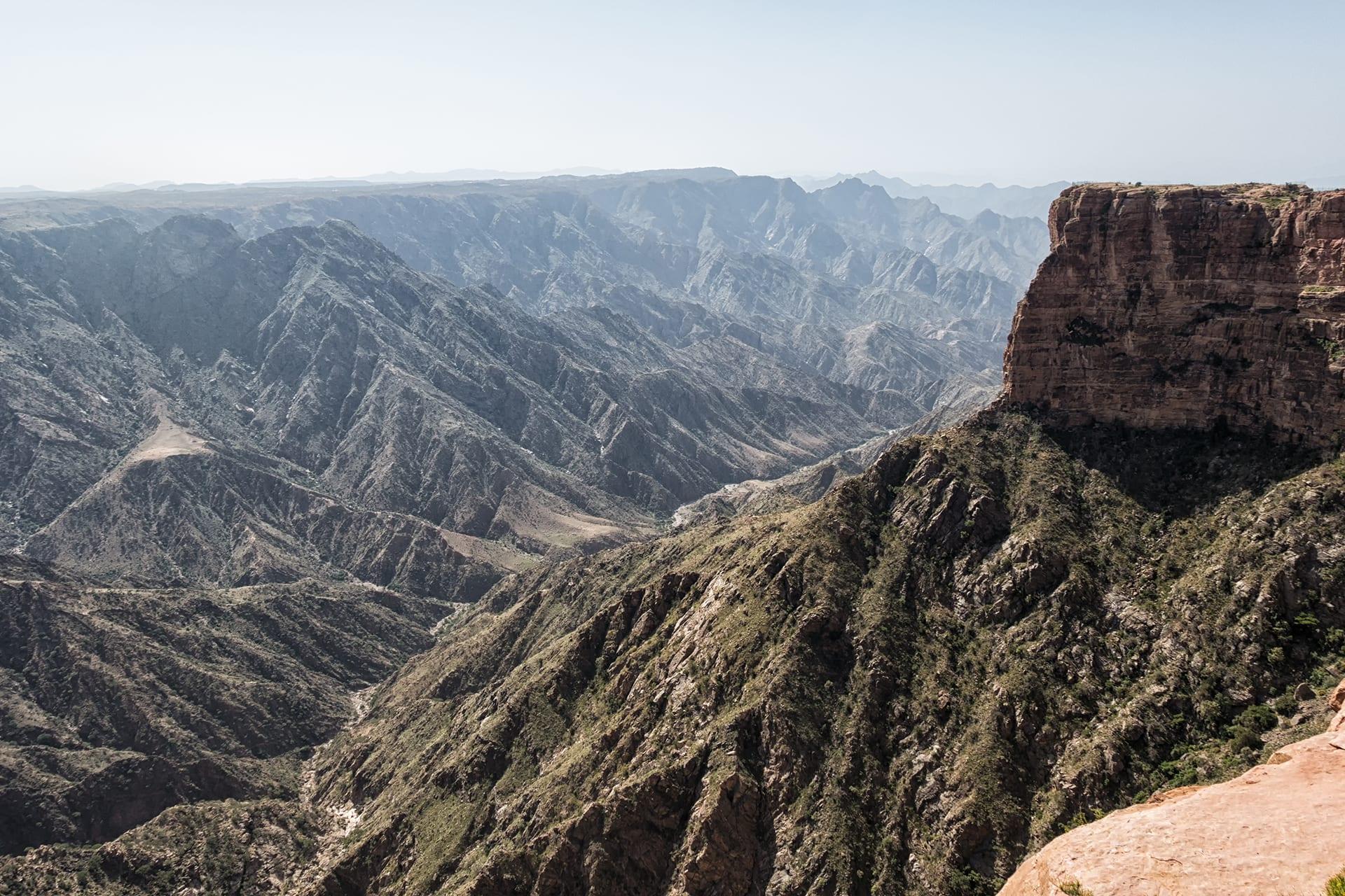 قرية الحبلة المعلقة.. إليك هذه الأعجوبة الشاهقة في السعودية