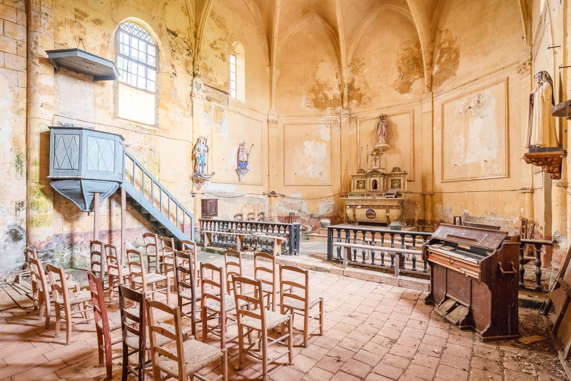 نظرة داخل كنائس أوروبا المذهلة المهجورة
