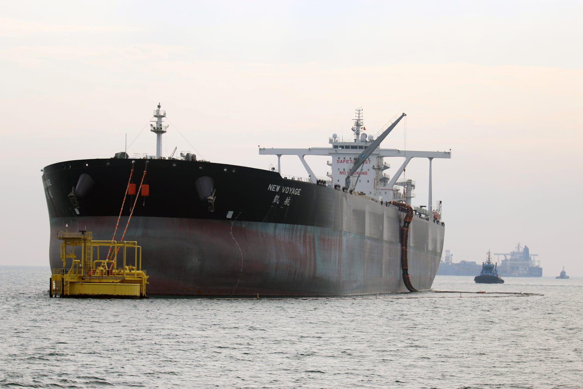 العراق: إخلاء سفينة بعد العثور على لغم بحري كبير ملتصق بعا