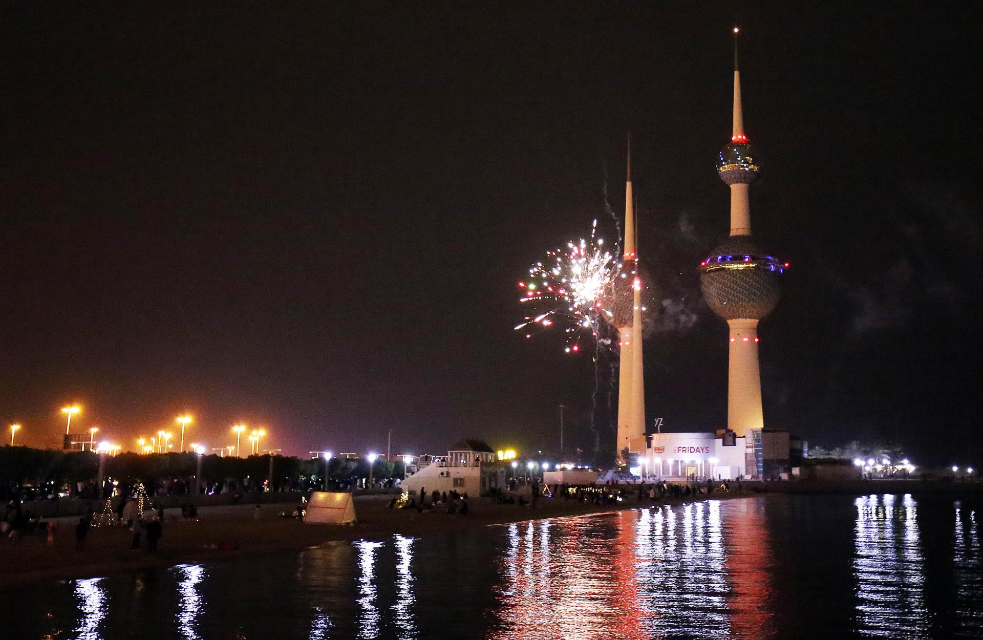 الكويت: حفل غنائي في ليلة رأس السنة يثير جدلا واسعاً.. وقرار من وزارة الإعلام