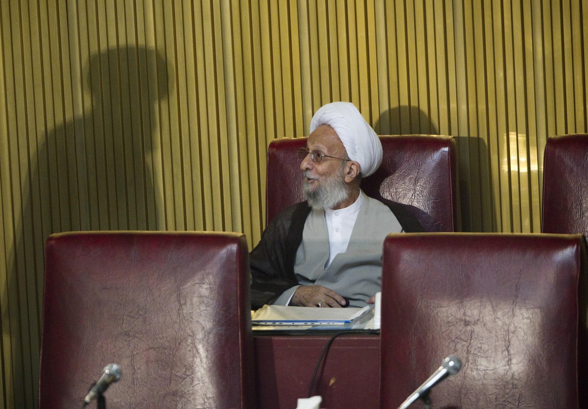 وفاة رجل الدين مصباح يزدي الذي لعب دوراً رئيساً في الثورة الإيرانية