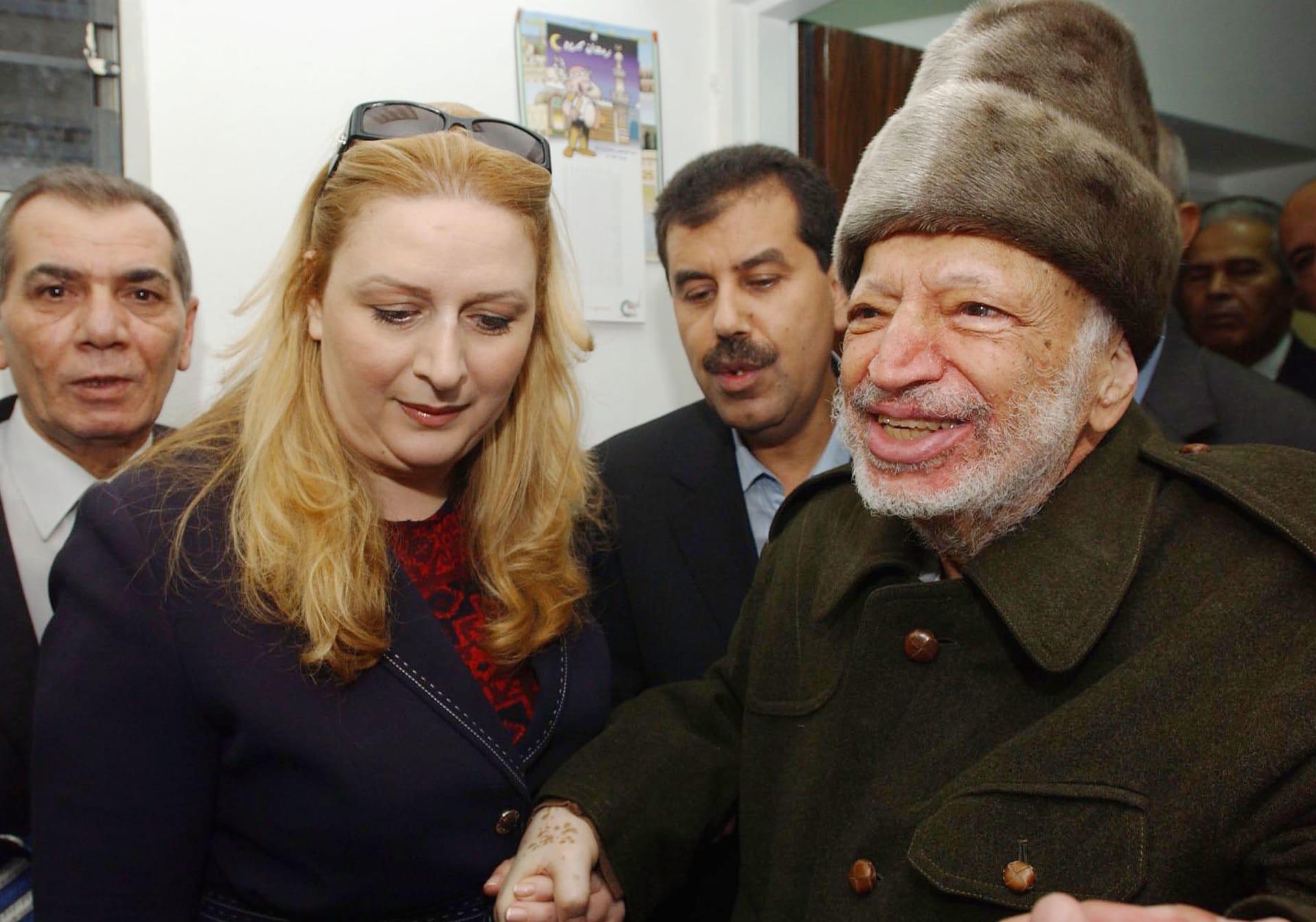 صورة أرشيفية لياسر عرفات وزوجته سهى