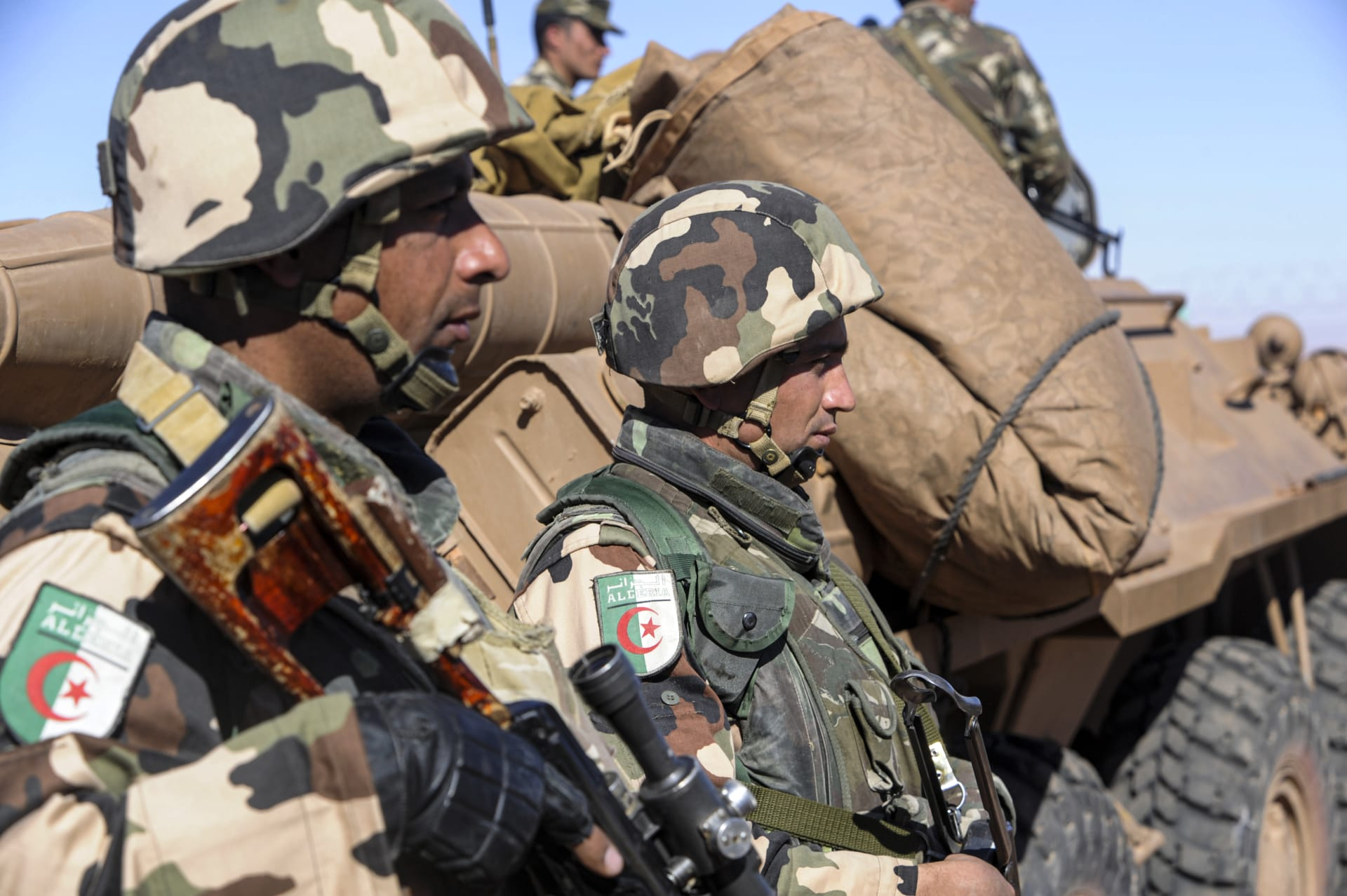 الجزائر: مقتل 4 مسلحين وجنديين في اشتباكات غرب العاصمة