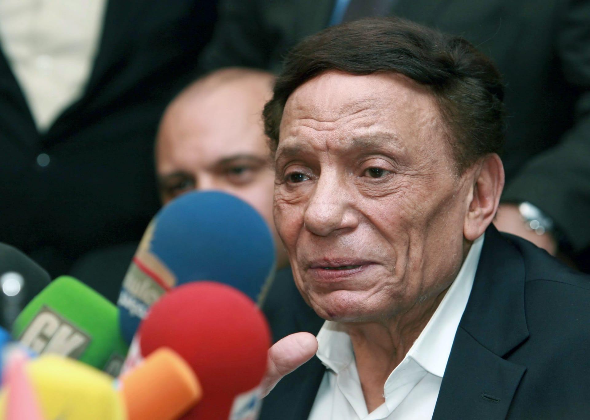 عادل إمام يرثي وحيد حامد: فقدت صديقي وأخي رفيقي.. خسارة كبيرة للفن