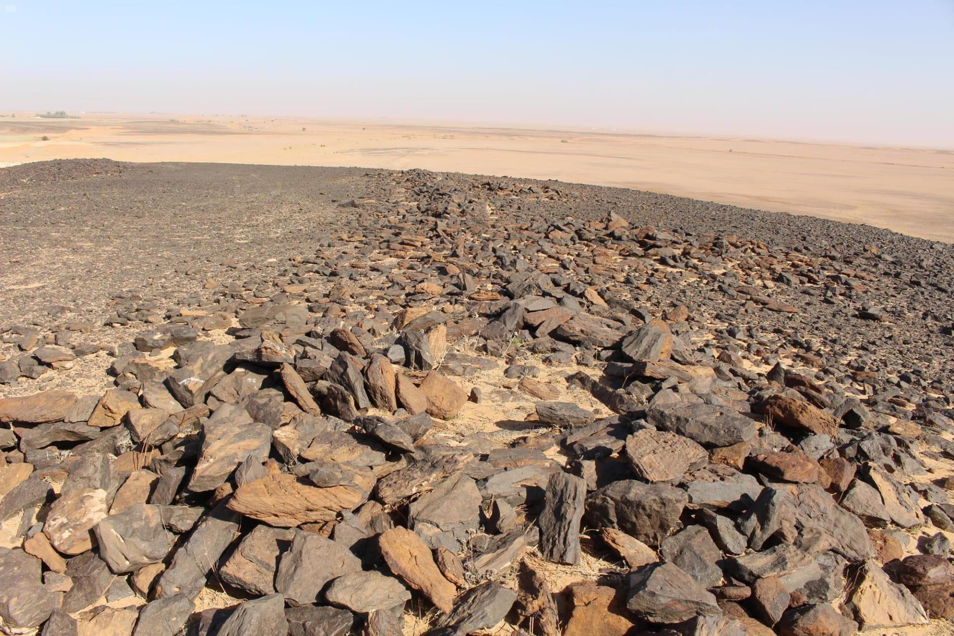 بالسعودية.. العثور على فؤوس حجرية نادرة تعود إلى العصر الحجري