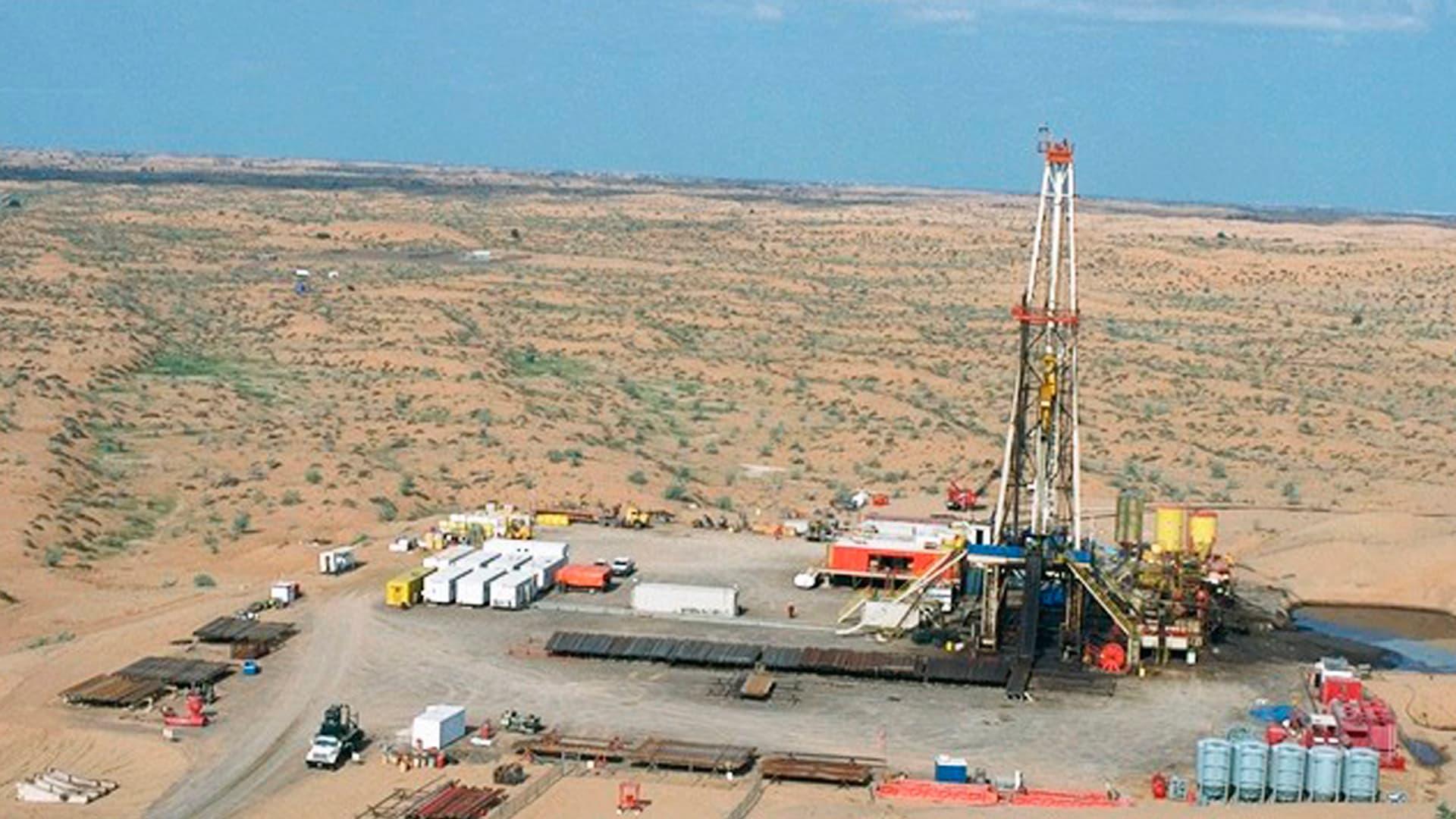 """بعد أقل من عام على اكتشافه.. الإمارات تعلن بدء إنتاج الغاز في بئر """"محاني"""" بالشارقة"""