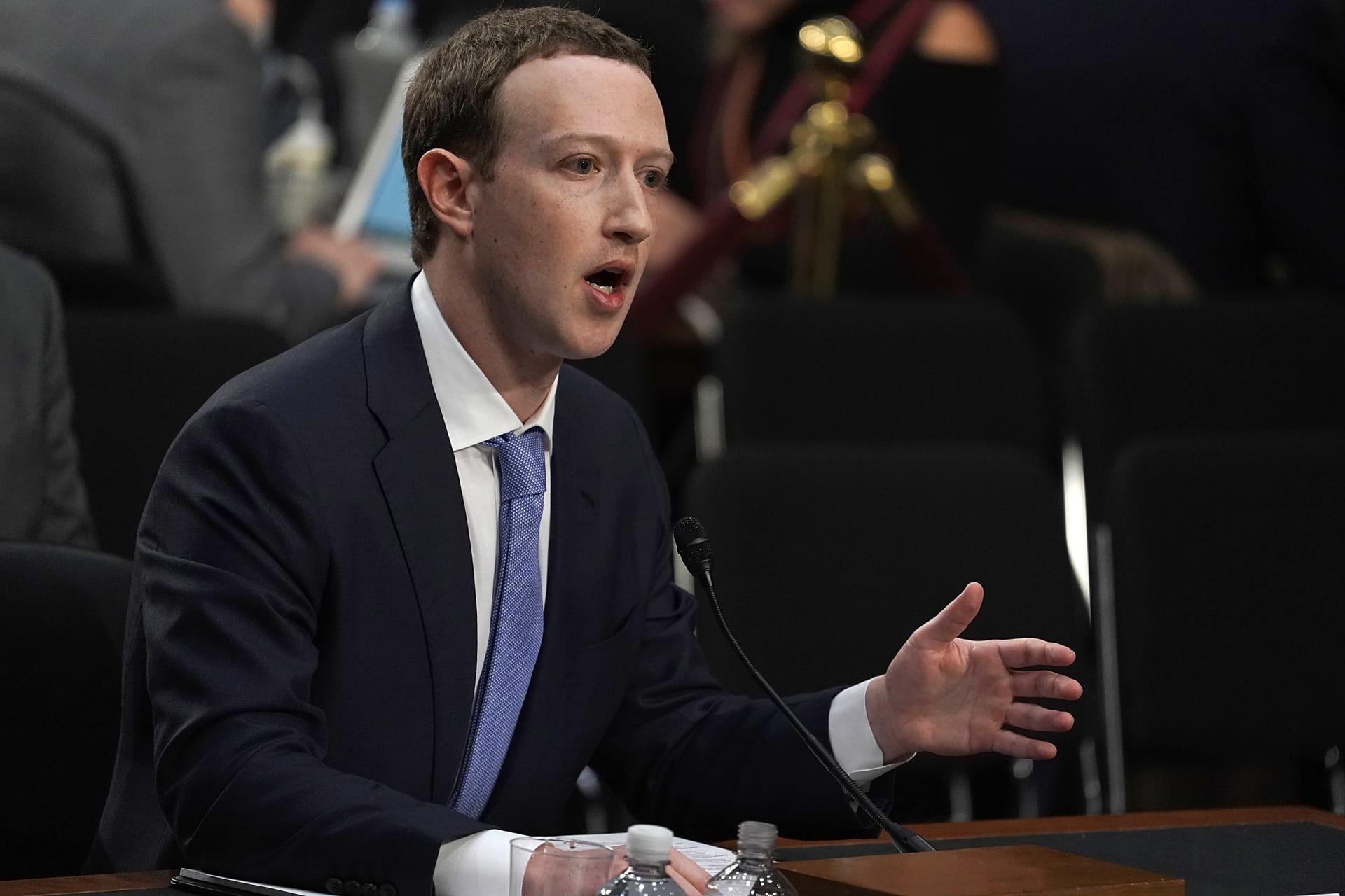 """زوكربيرغ يعلن حجب صفحات ترامب في فيسبوك وانستغرام إلى """"أجل غير مسمى"""""""