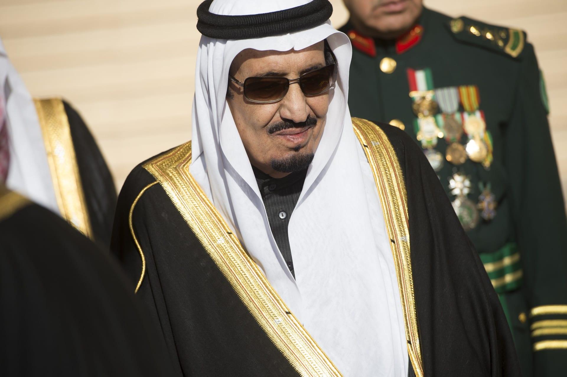 العاهل السعودي يتلقى الجرعة الأولى من لقاح فيروس كورونا