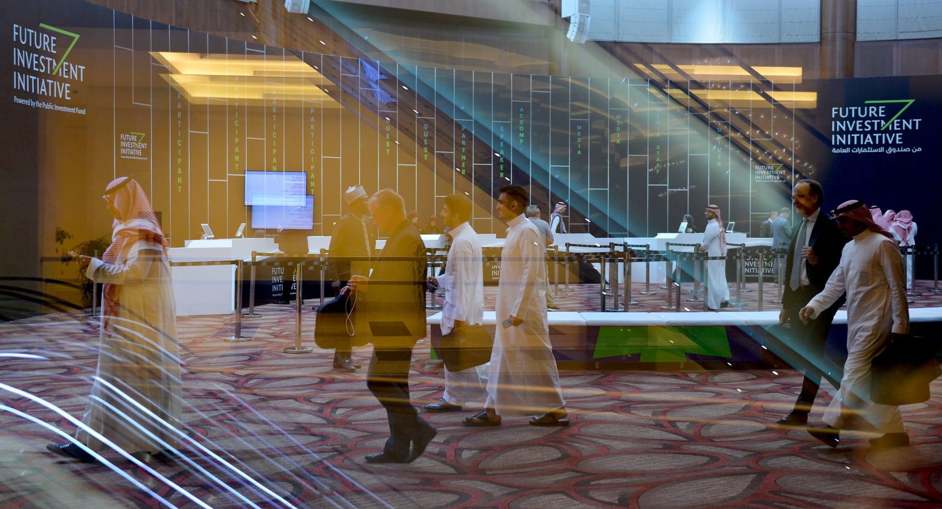 هل يشعر المهنيون في السعودية بالرضا عن وظائفهم؟