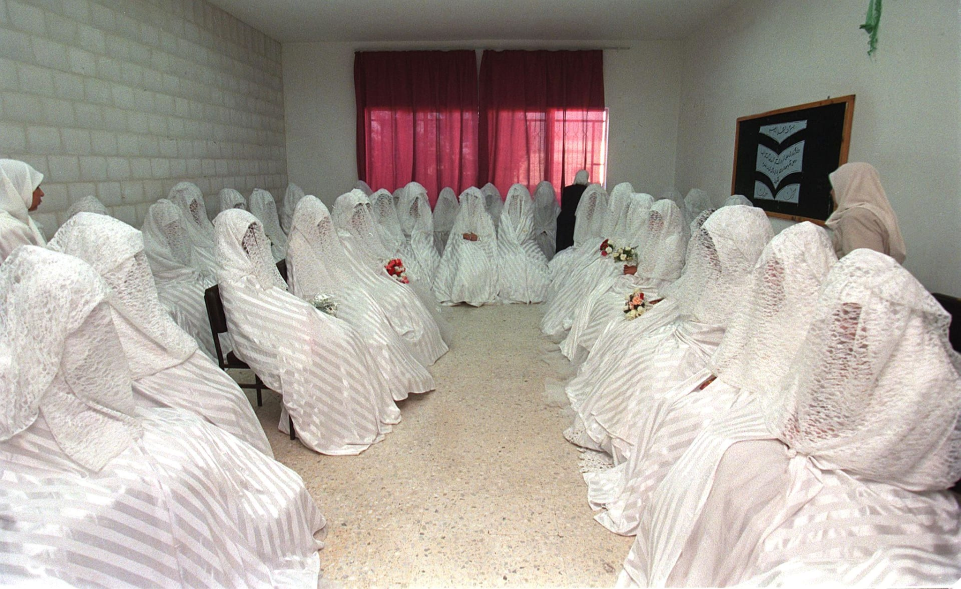 صورة أرشيفية من حفل زواج جماعي في الأردن