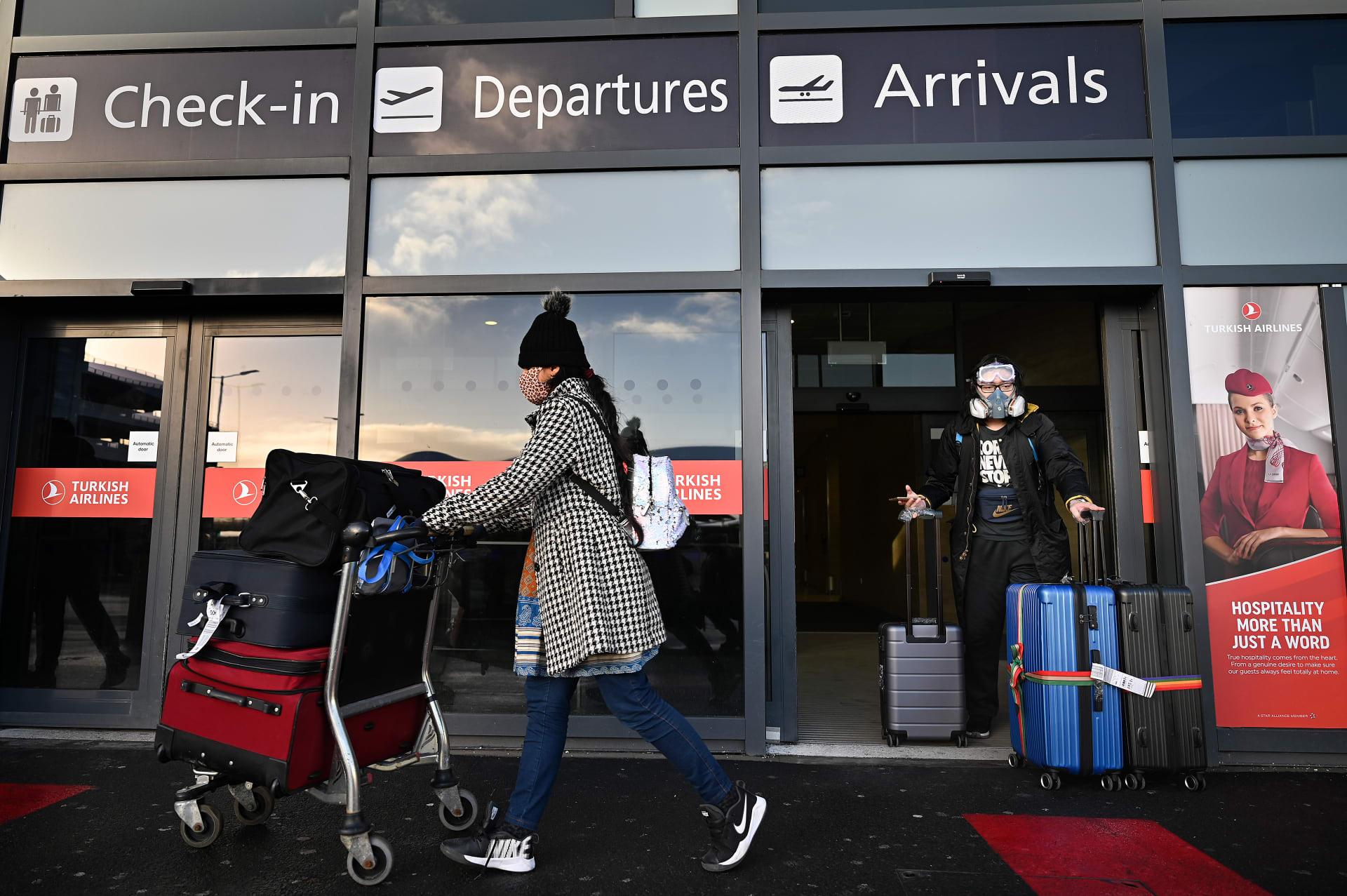 بريطانيا تضيف الإمارات إلى دول القائمة الحمراء الخاصة بحظر السفر