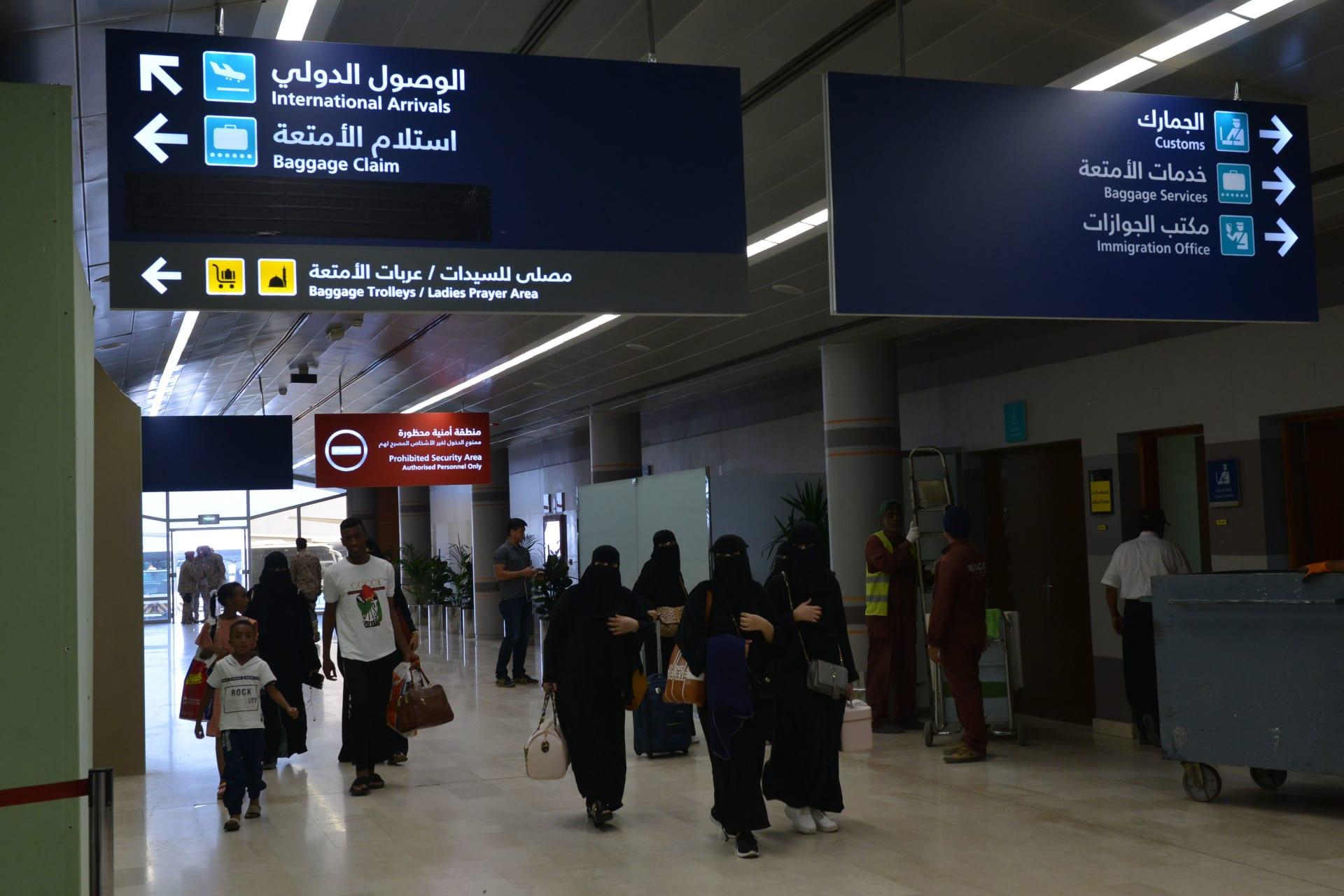 السعودية تعلق دخول غير المواطنين والدبلوماسيين والممارسين الصحيين القادمين من 20 دولة